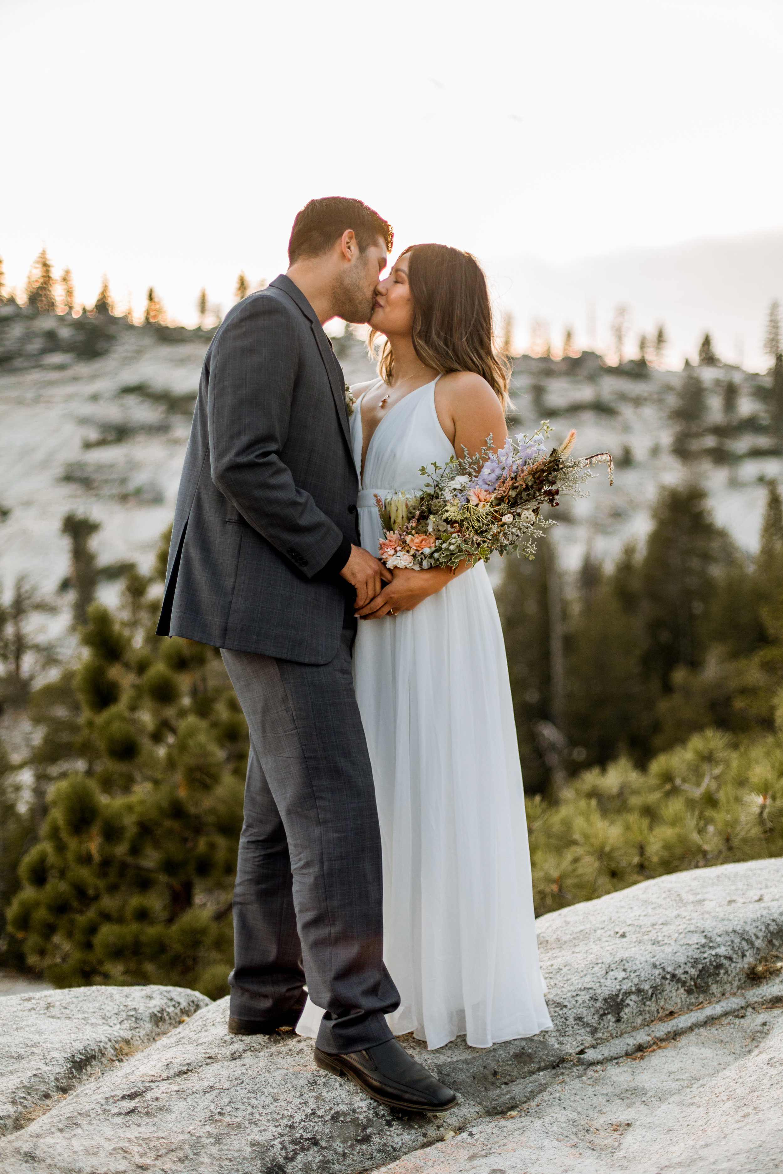 nicole-daacke-photography-yosemite-national-park-fall-elopement-adventurous-free-spirit-boho-bohemian-elopement-olmsted-point-yosemite-california-elope-adventure-elopement-photographer-12.jpg