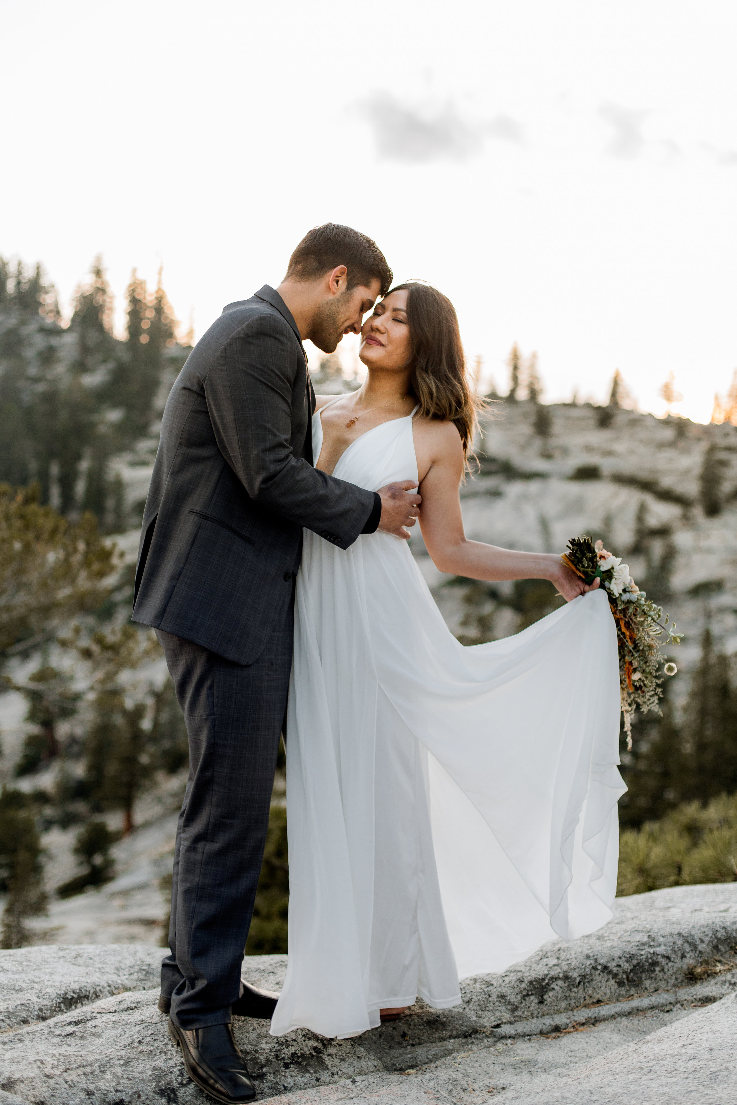 nicole-daacke-photography-yosemite-national-park-fall-elopement-adventurous-free-spirit-boho-bohemian-elopement-olmsted-point-yosemite-california-elope-adventure-elopement-photographer-27.jpg