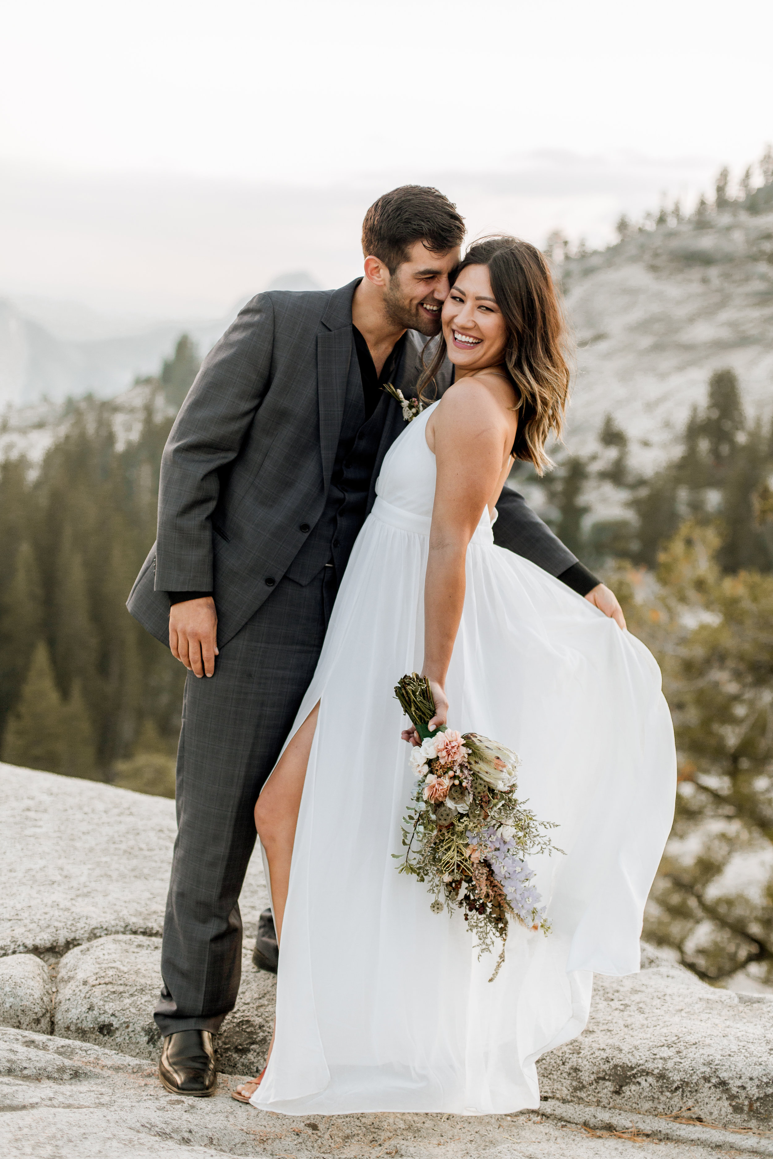 nicole-daacke-photography-yosemite-national-park-fall-elopement-adventurous-free-spirit-boho-bohemian-elopement-olmsted-point-yosemite-california-elope-adventure-elopement-photographer-29.jpg