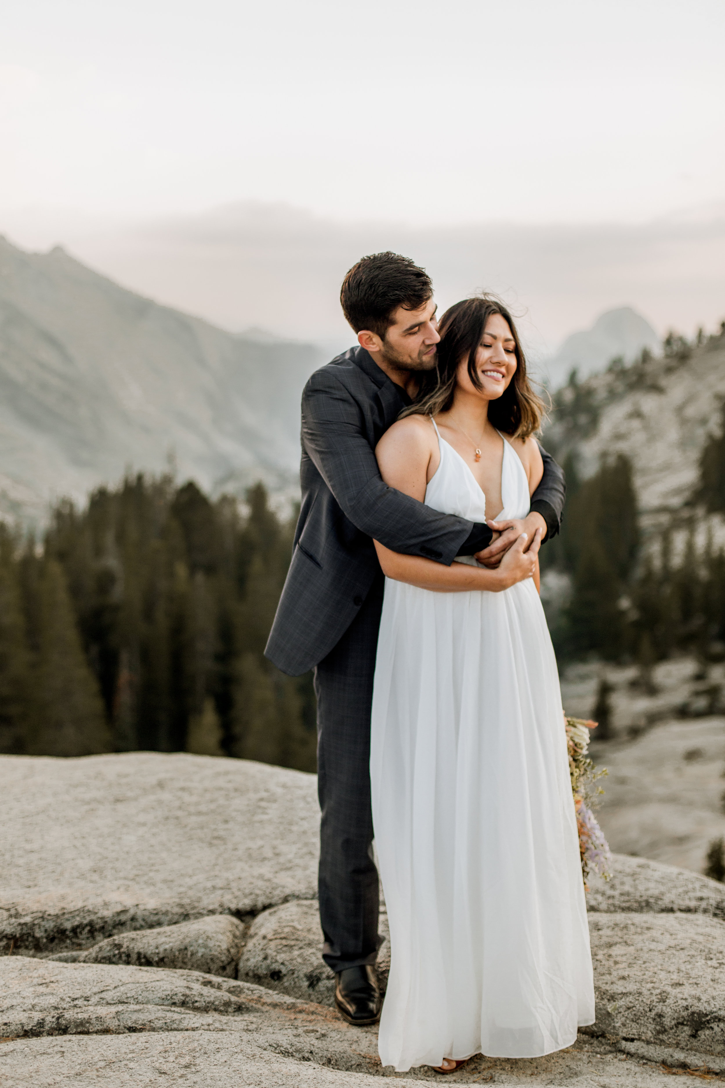 nicole-daacke-photography-yosemite-national-park-fall-elopement-adventurous-free-spirit-boho-bohemian-elopement-olmsted-point-yosemite-california-elope-adventure-elopement-photographer-34.jpg