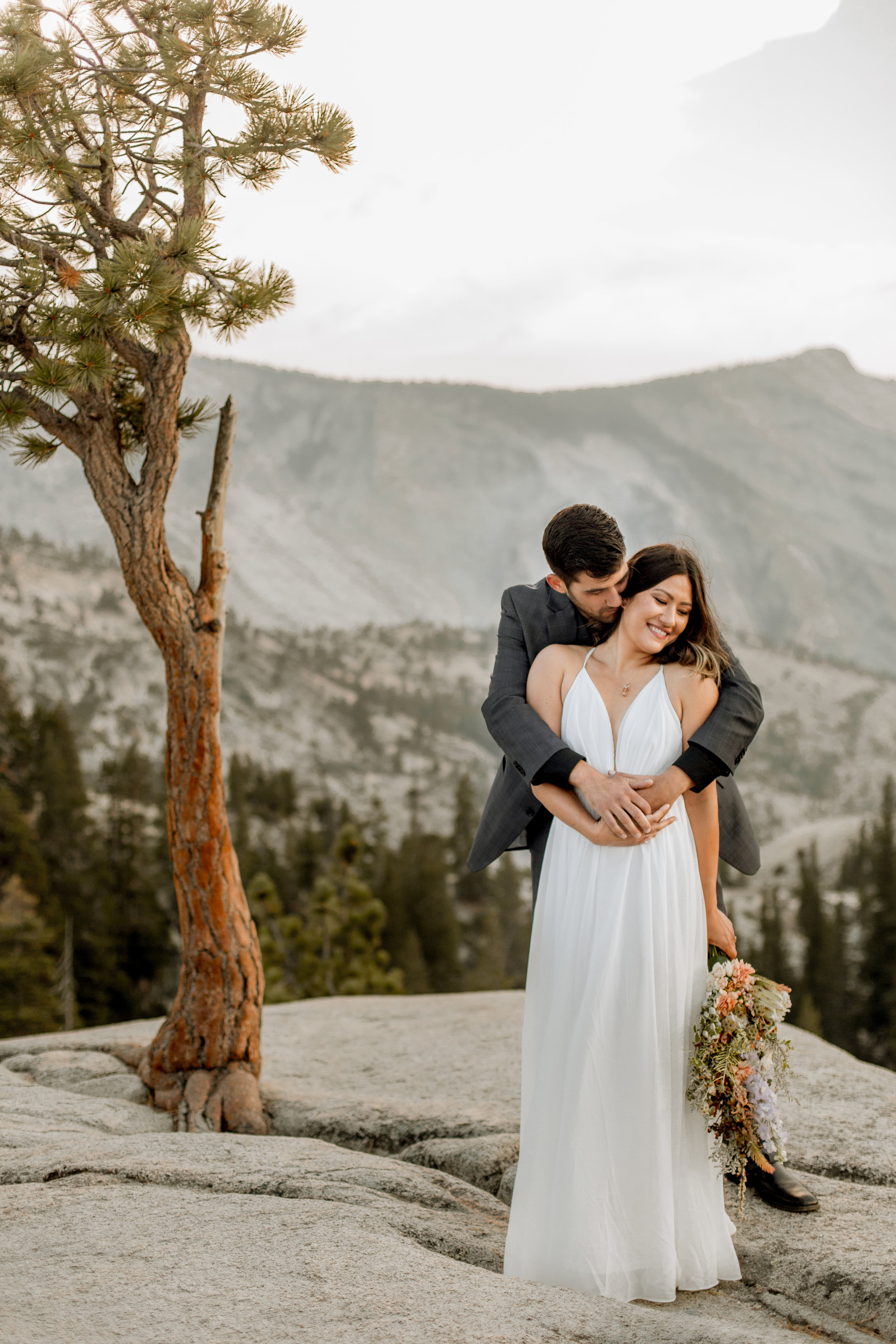nicole-daacke-photography-yosemite-national-park-fall-elopement-adventurous-free-spirit-boho-bohemian-elopement-olmsted-point-yosemite-california-elope-adventure-elopement-photographer-36.jpg