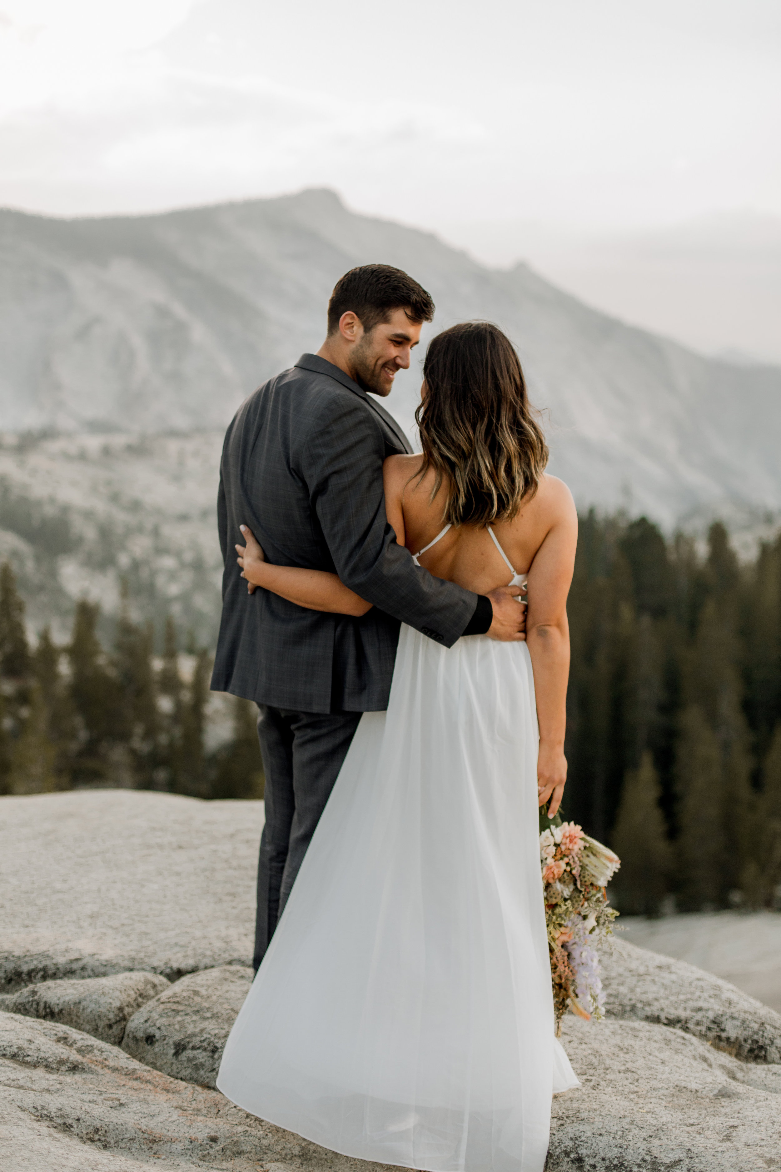 nicole-daacke-photography-yosemite-national-park-fall-elopement-adventurous-free-spirit-boho-bohemian-elopement-olmsted-point-yosemite-california-elope-adventure-elopement-photographer-42.jpg