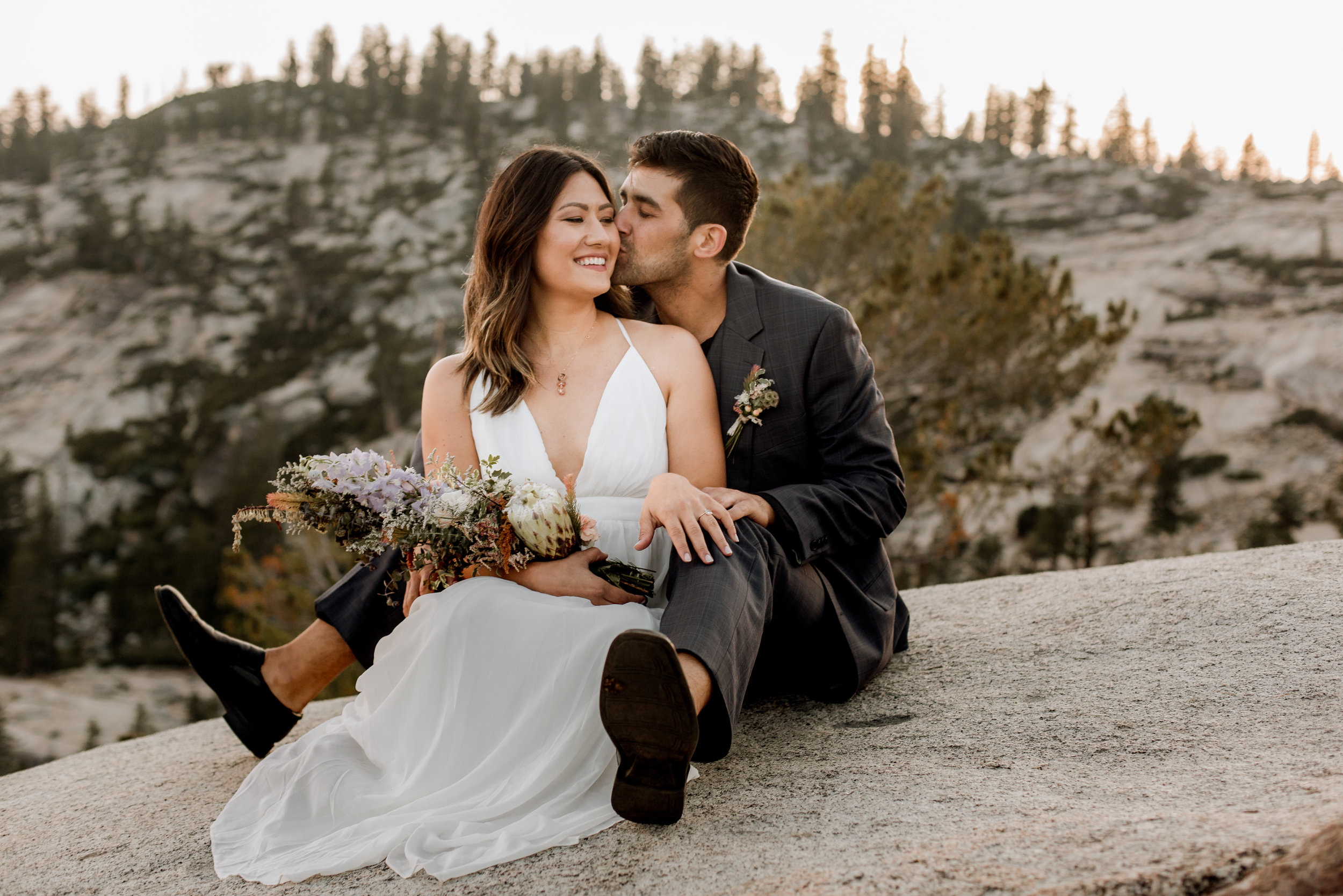 nicole-daacke-photography-yosemite-national-park-fall-elopement-adventurous-free-spirit-boho-bohemian-elopement-olmsted-point-yosemite-california-elope-adventure-elopement-photographer-48.jpg