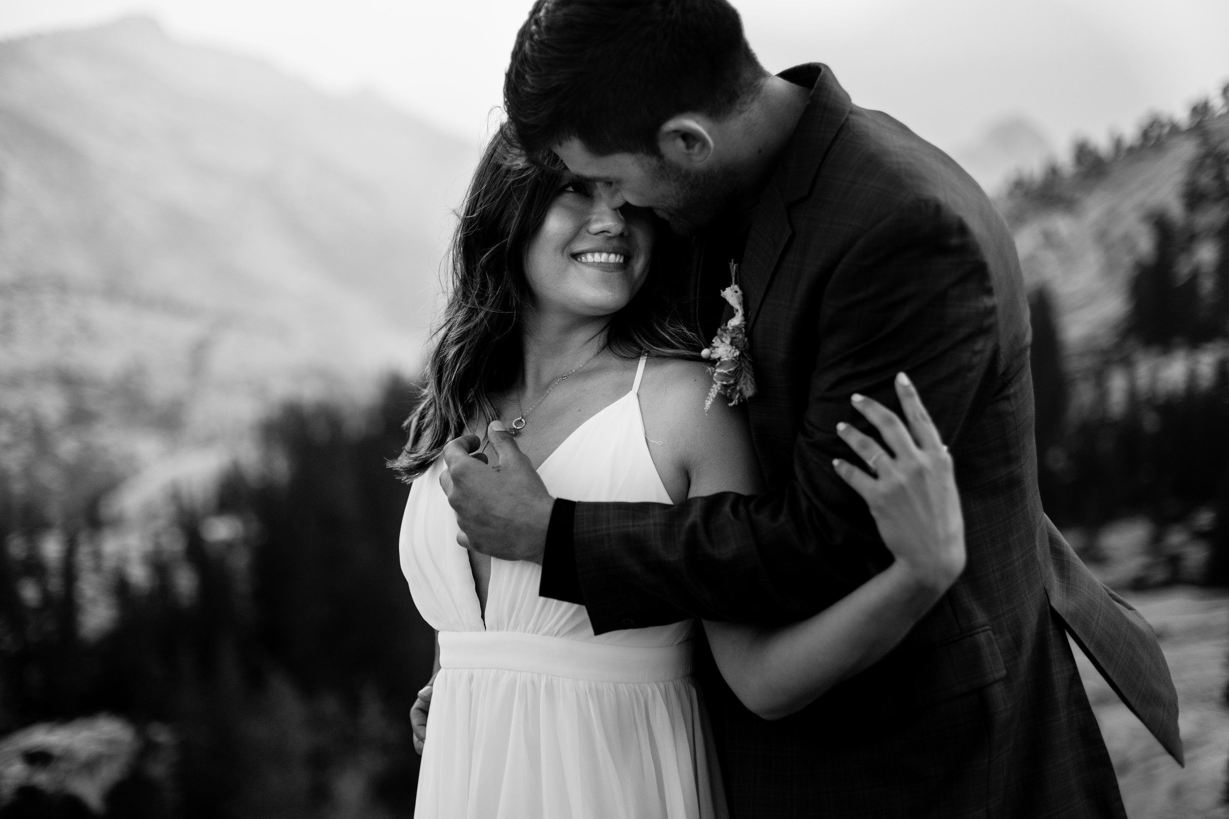 nicole-daacke-photography-yosemite-national-park-fall-elopement-adventurous-free-spirit-boho-bohemian-elopement-olmsted-point-yosemite-california-elope-adventure-elopement-photographer-64.jpg