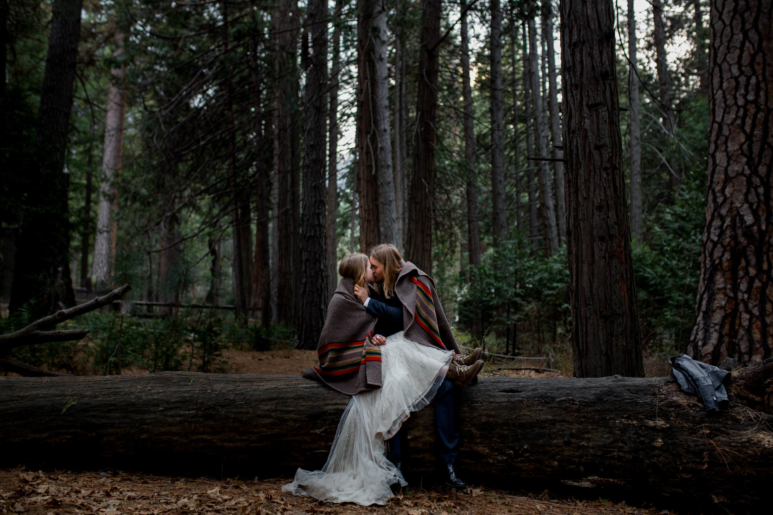 Nicole-Daacke-Photography-Adventurous-Elopement-Intimiate-Wedding-Destination-Wedding-Yosemite-National-Park-Laid-Back-Love-Photographer-4.jpg