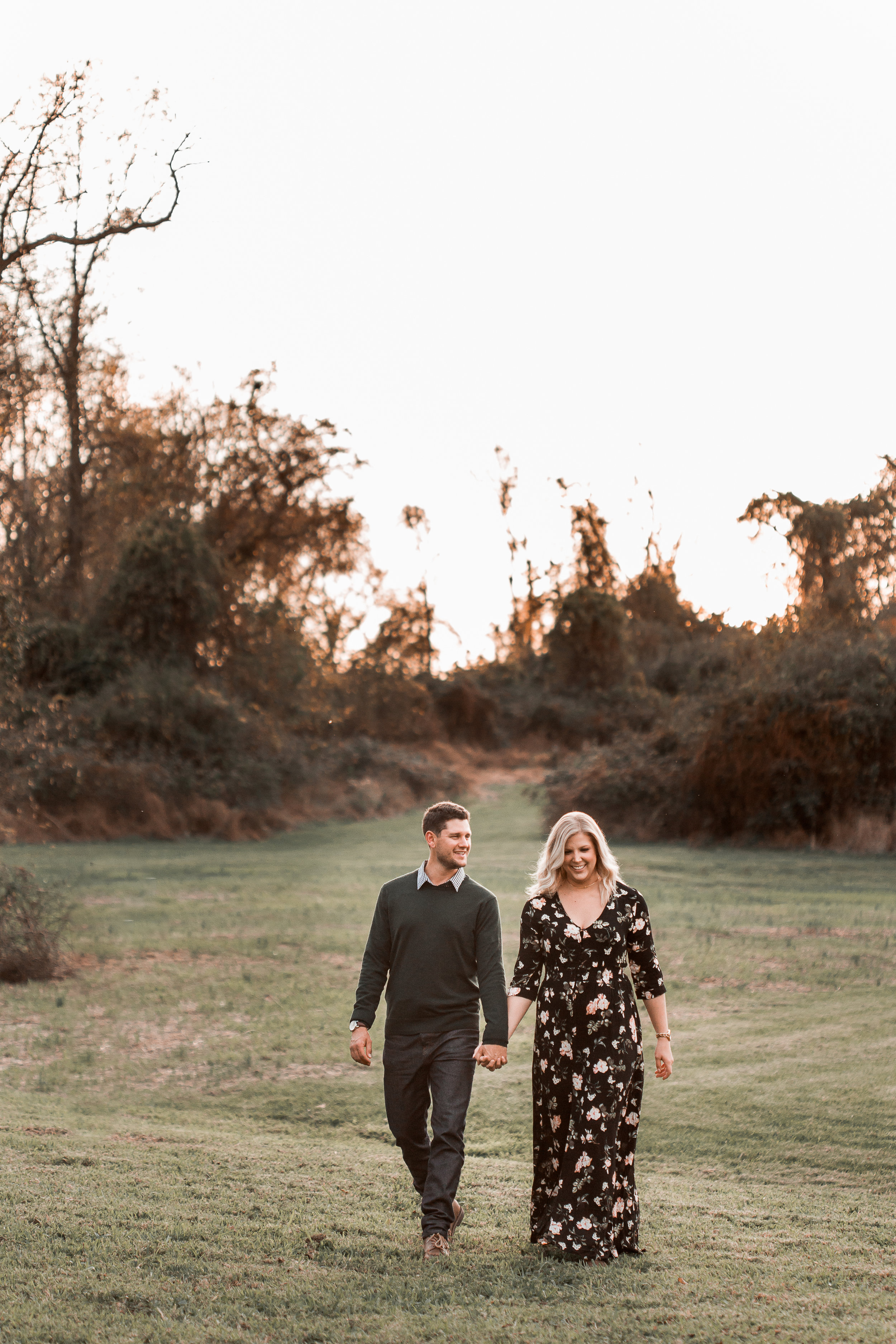 nicole-daacke-photography-carefree-bohemian-lancaster-pa-pennsylvania-engagement-photos-engagement-session-golden-sunset-adventure-session-in-lancaster-pa-lancaster-pa-outdoor-wedding-photographer-2.jpg