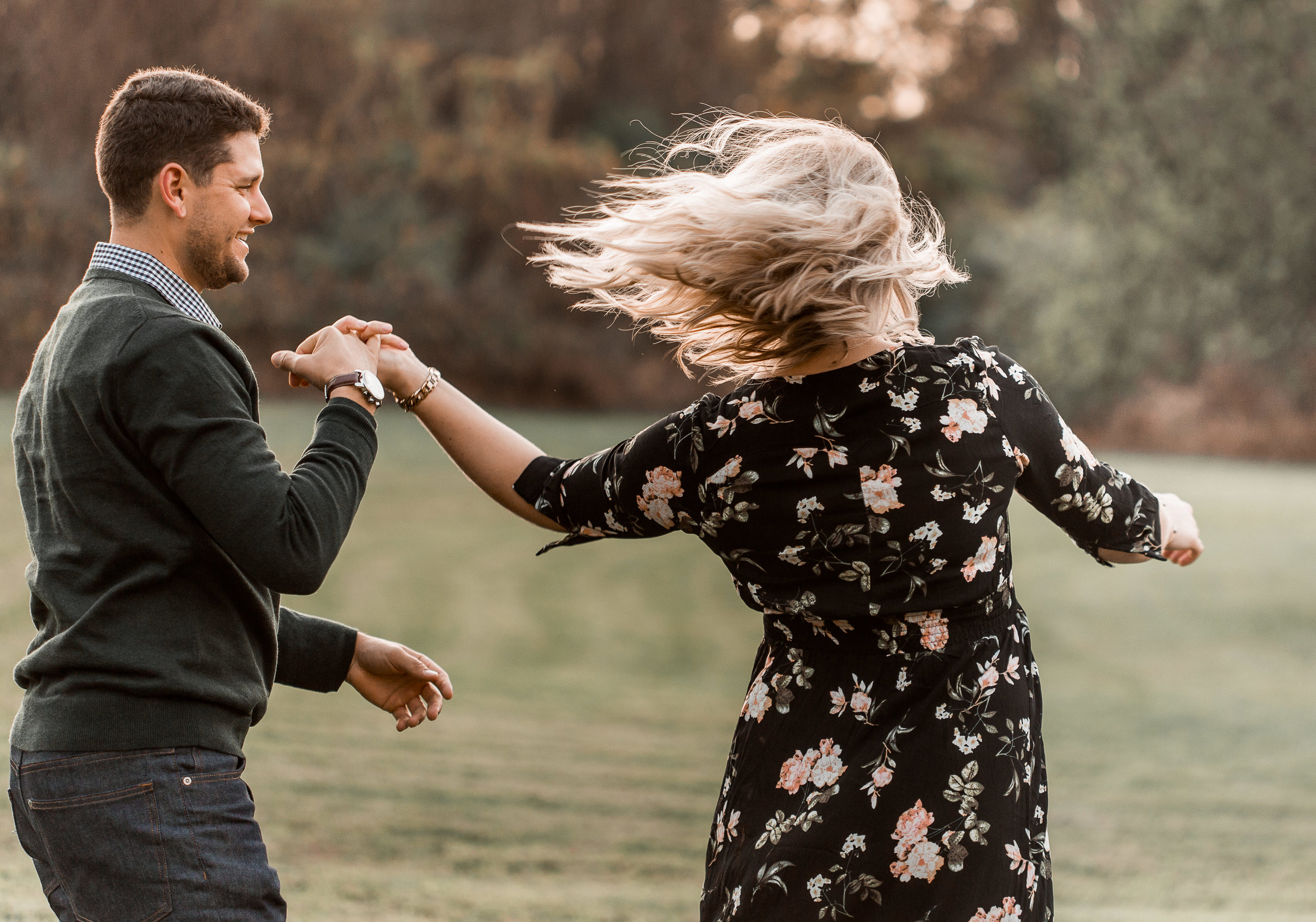 nicole-daacke-photography-carefree-bohemian-lancaster-pa-pennsylvania-engagement-photos-engagement-session-golden-sunset-adventure-session-in-lancaster-pa-lancaster-pa-outdoor-wedding-photographer-6.jpg