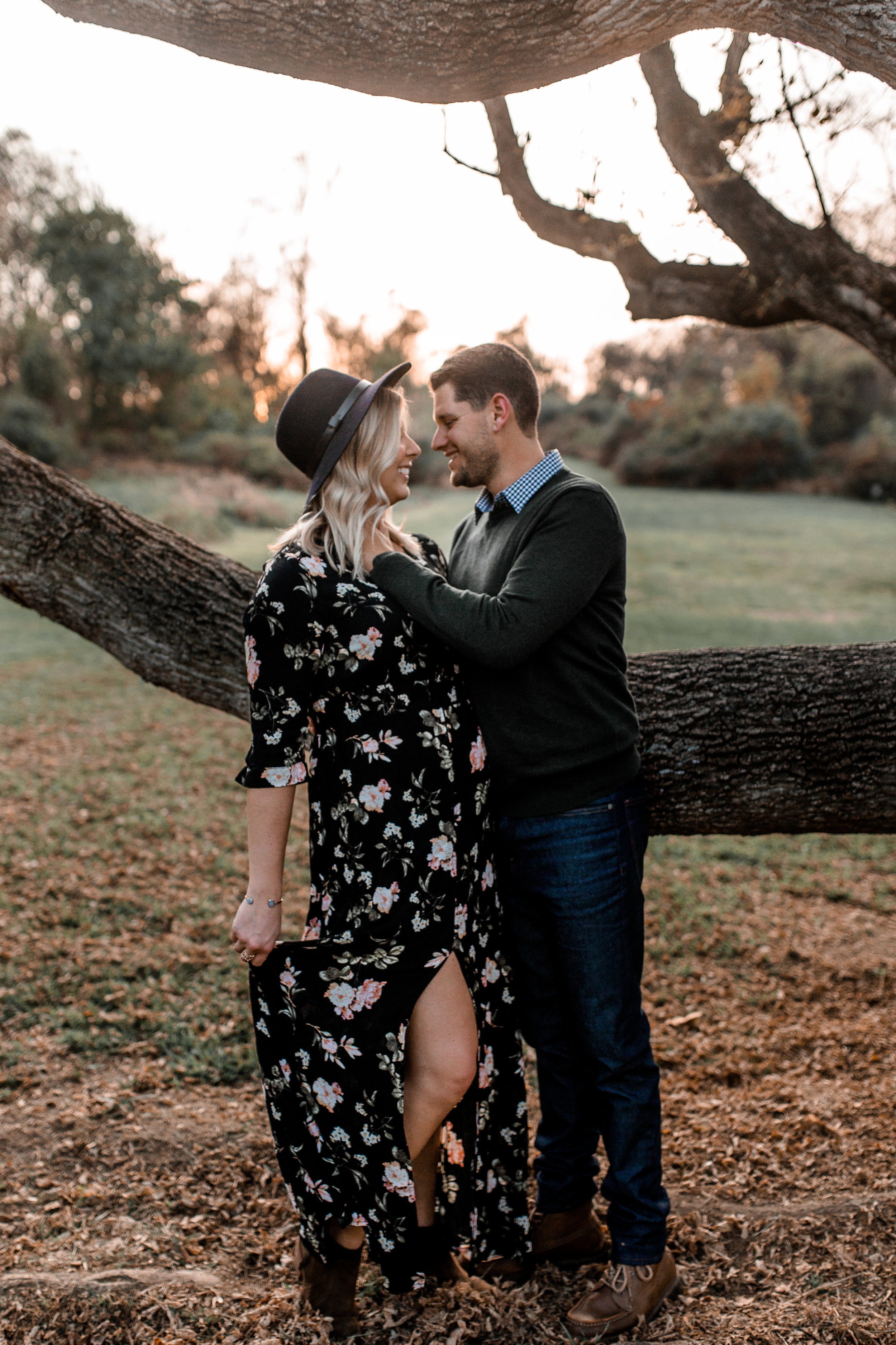 nicole-daacke-photography-carefree-bohemian-lancaster-pa-pennsylvania-engagement-photos-engagement-session-golden-sunset-adventure-session-in-lancaster-pa-lancaster-pa-outdoor-wedding-photographer-24.jpg