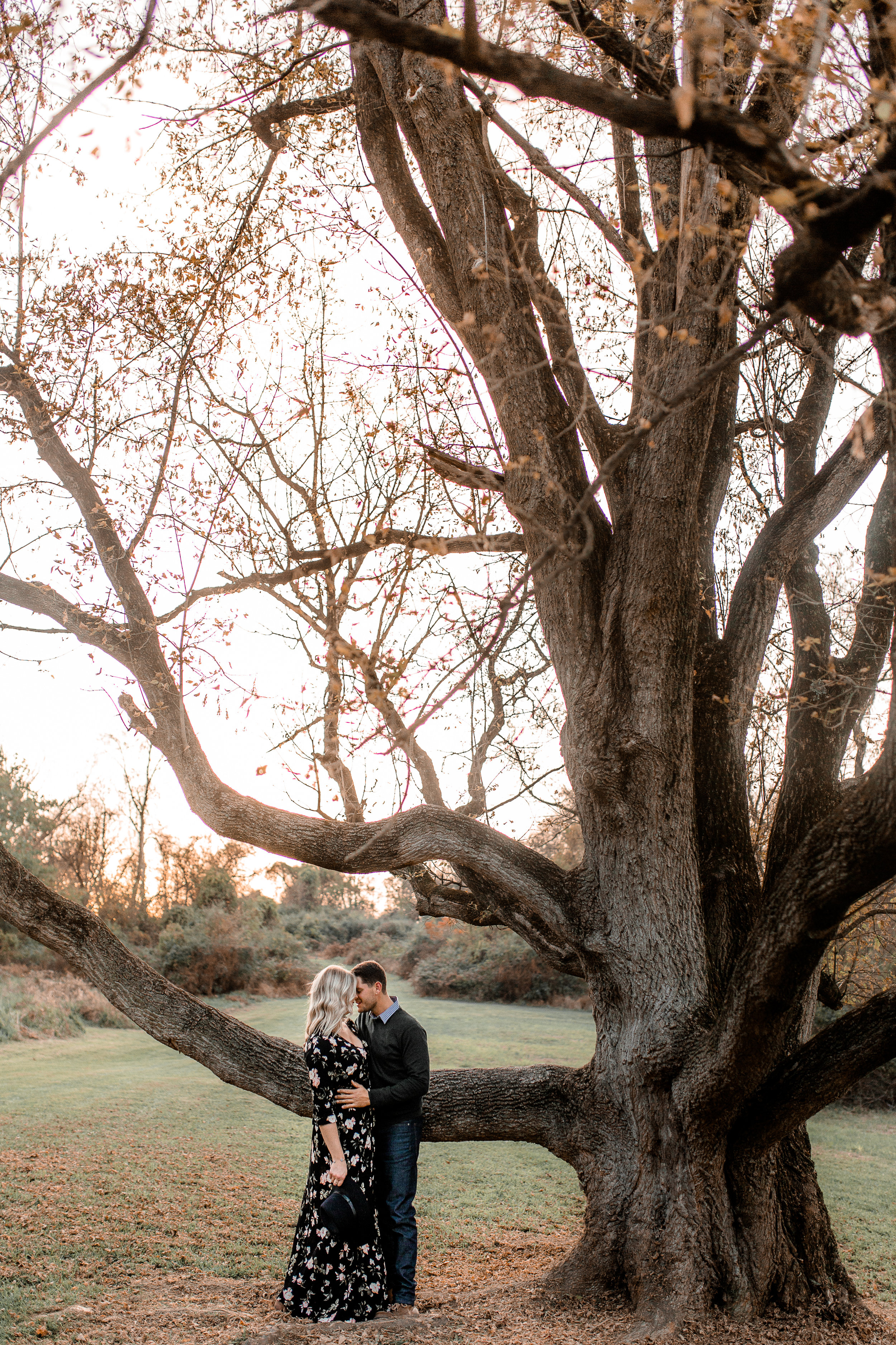 nicole-daacke-photography-carefree-bohemian-lancaster-pa-pennsylvania-engagement-photos-engagement-session-golden-sunset-adventure-session-in-lancaster-pa-lancaster-pa-outdoor-wedding-photographer-26.jpg