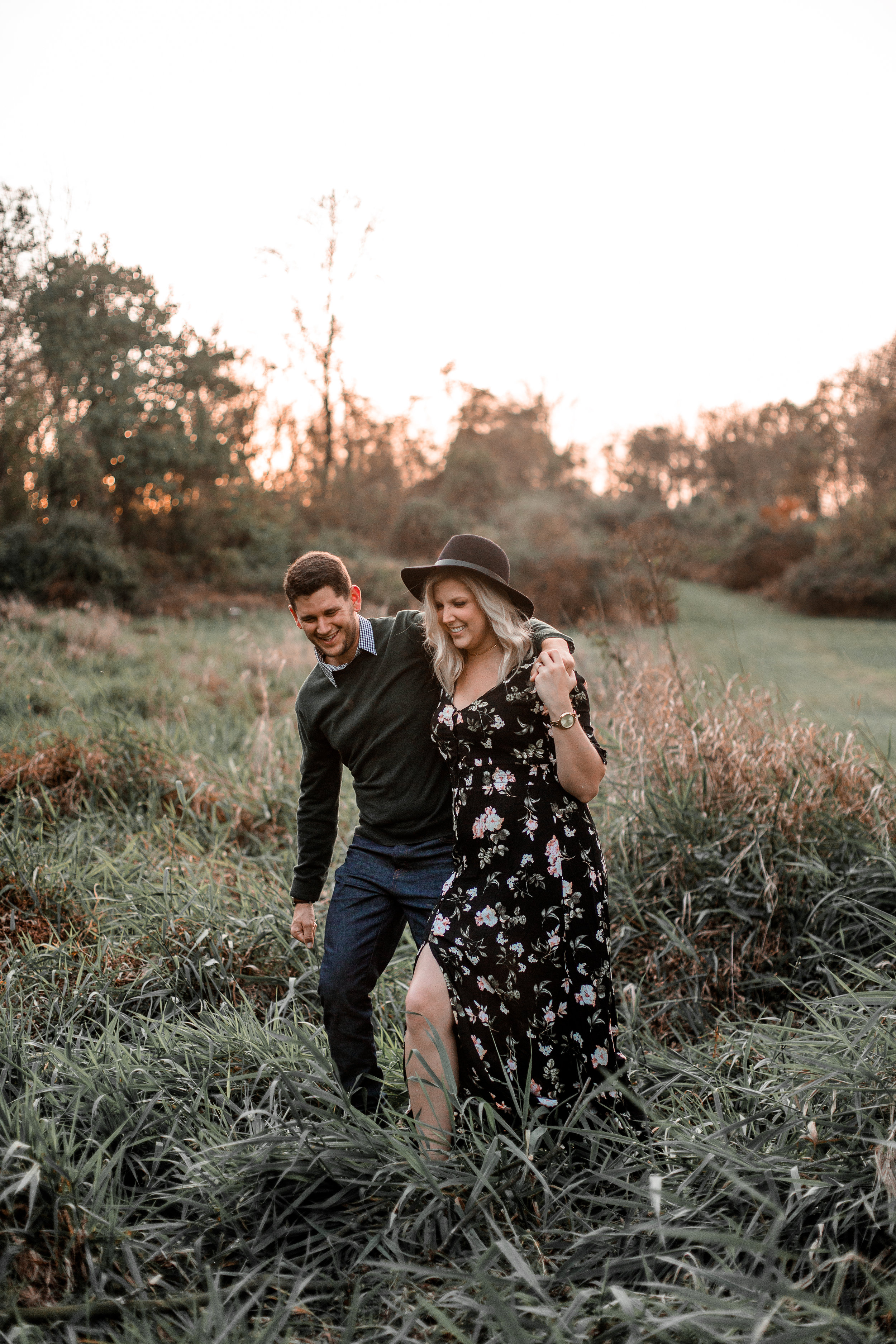 nicole-daacke-photography-carefree-bohemian-lancaster-pa-pennsylvania-engagement-photos-engagement-session-golden-sunset-adventure-session-in-lancaster-pa-lancaster-pa-outdoor-wedding-photographer-27.jpg