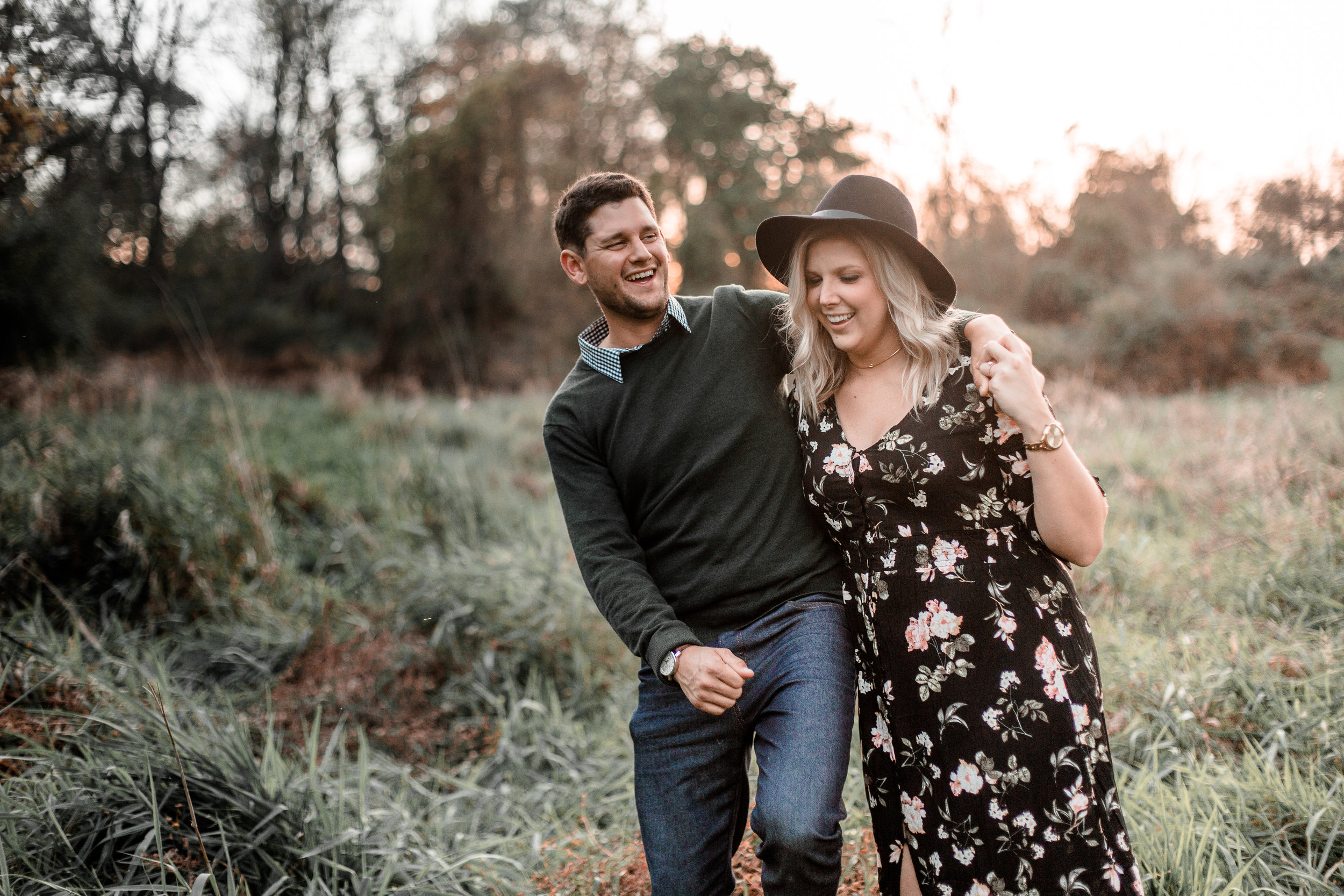 nicole-daacke-photography-carefree-bohemian-lancaster-pa-pennsylvania-engagement-photos-engagement-session-golden-sunset-adventure-session-in-lancaster-pa-lancaster-pa-outdoor-wedding-photographer-30.jpg