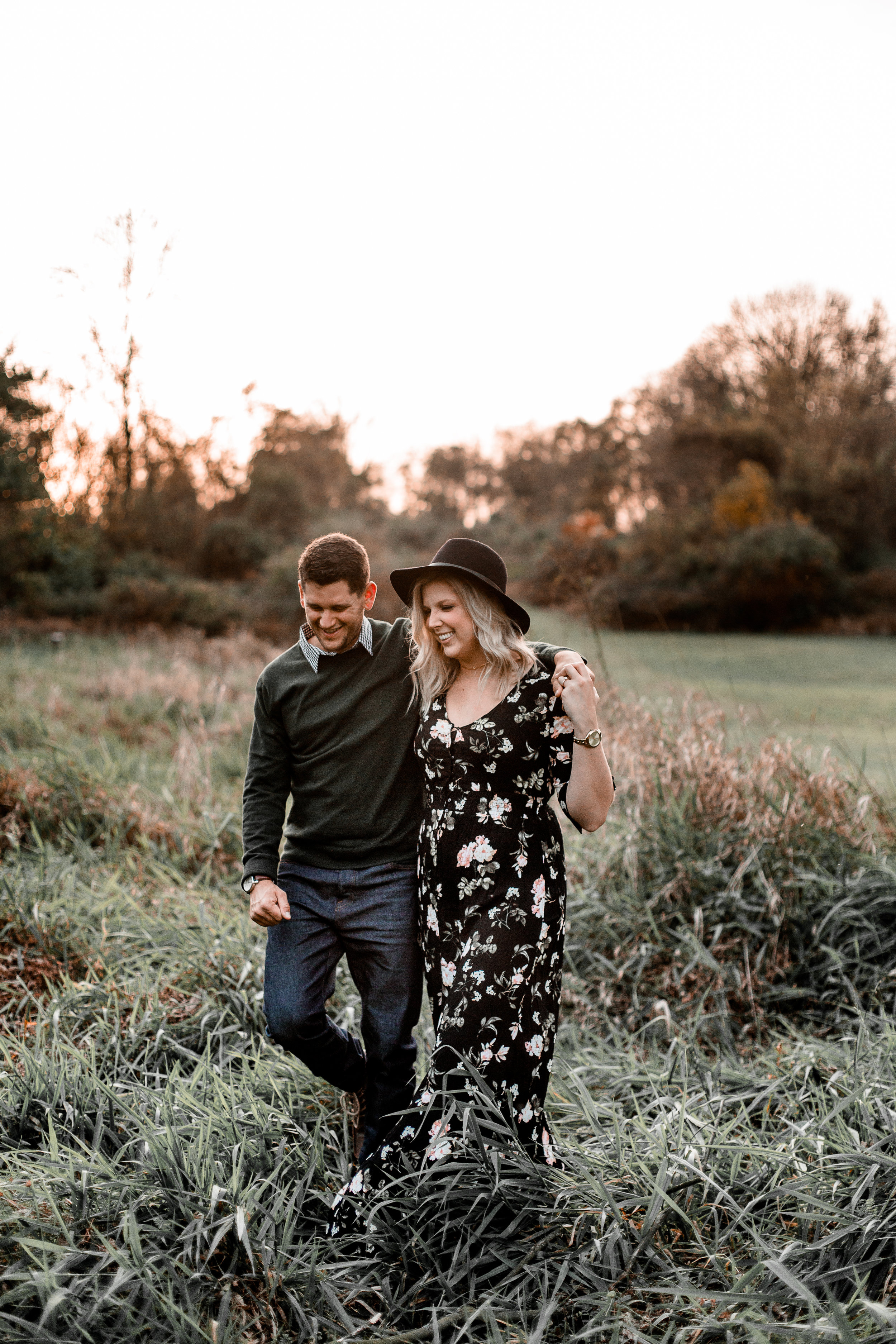 nicole-daacke-photography-carefree-bohemian-lancaster-pa-pennsylvania-engagement-photos-engagement-session-golden-sunset-adventure-session-in-lancaster-pa-lancaster-pa-outdoor-wedding-photographer-29.jpg