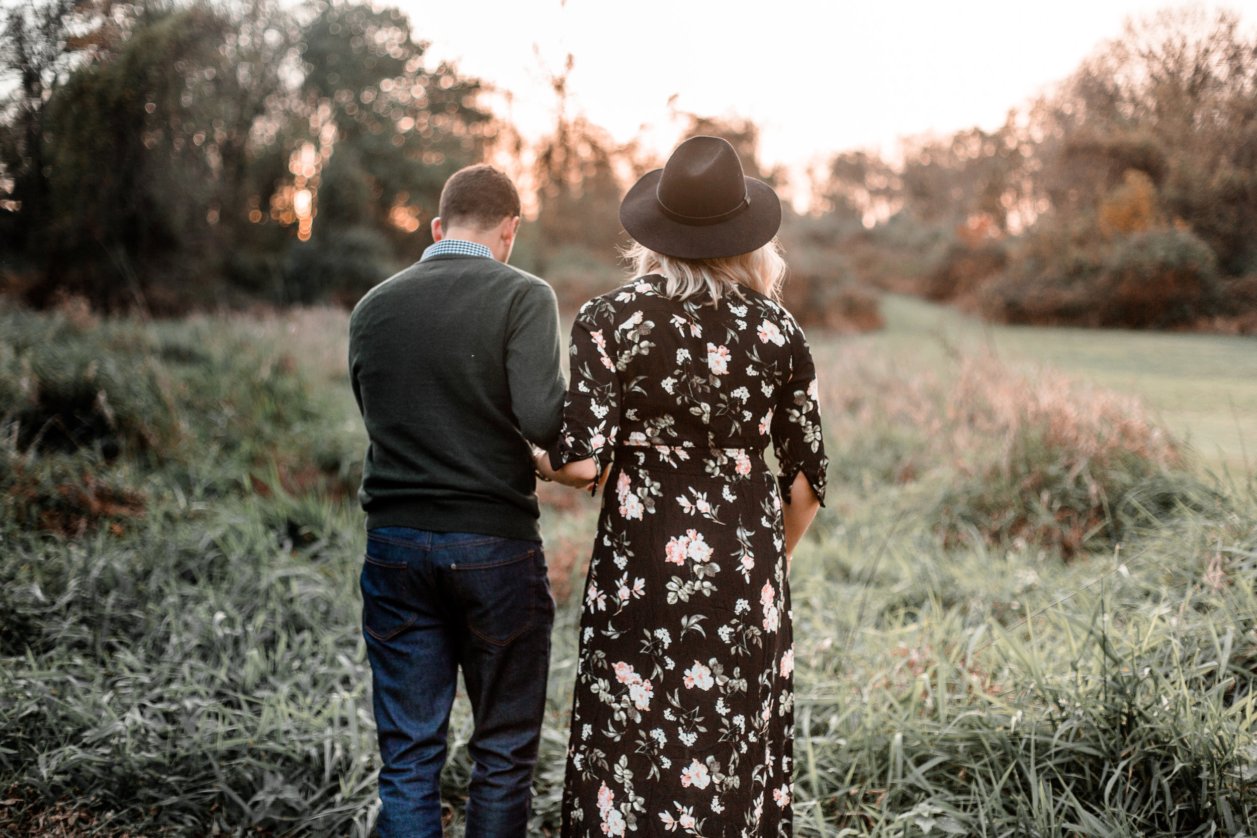 nicole-daacke-photography-carefree-bohemian-lancaster-pa-pennsylvania-engagement-photos-engagement-session-golden-sunset-adventure-session-in-lancaster-pa-lancaster-pa-outdoor-wedding-photographer-31.jpg