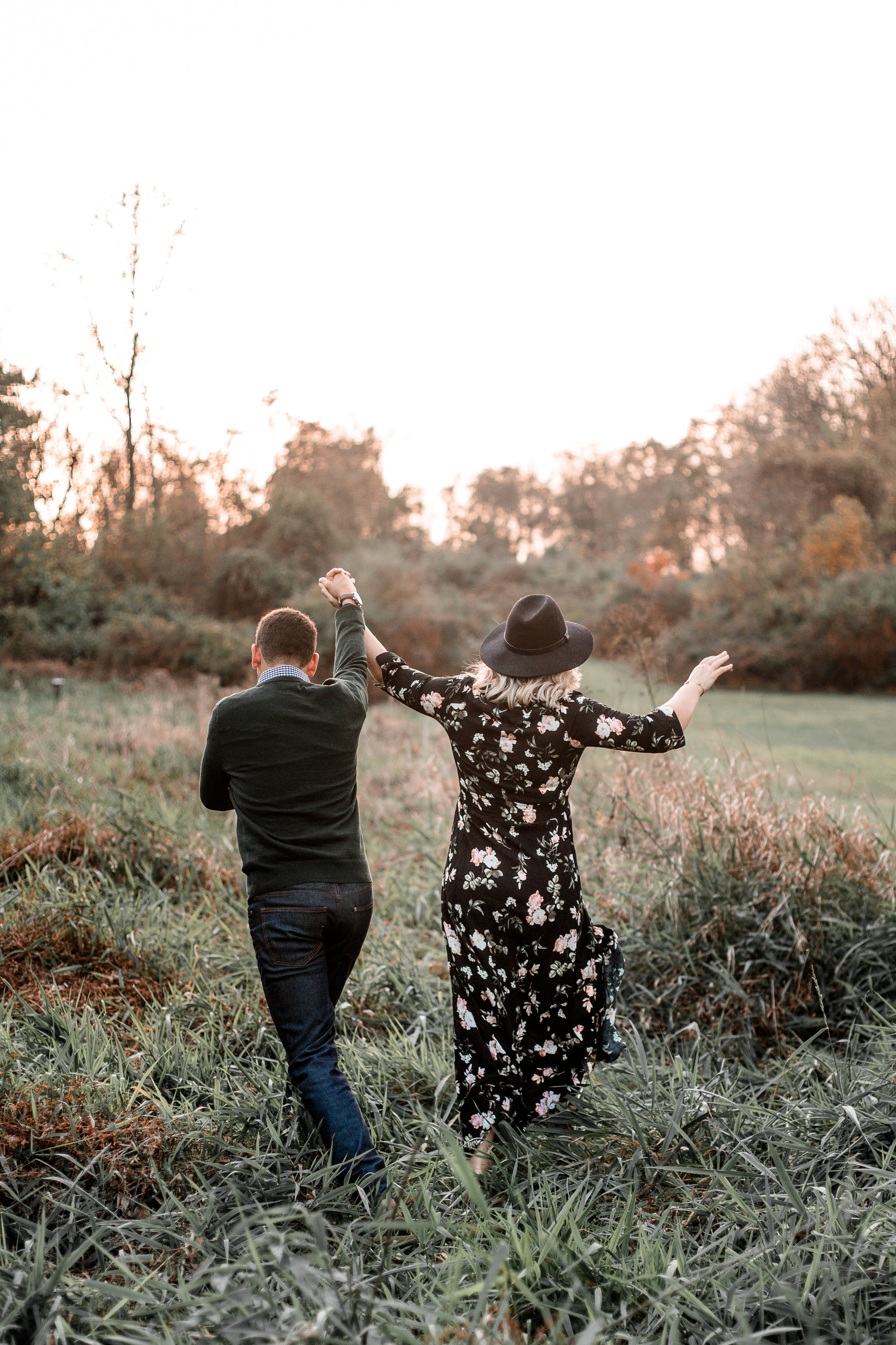 nicole-daacke-photography-carefree-bohemian-lancaster-pa-pennsylvania-engagement-photos-engagement-session-golden-sunset-adventure-session-in-lancaster-pa-lancaster-pa-outdoor-wedding-photographer-33.jpg