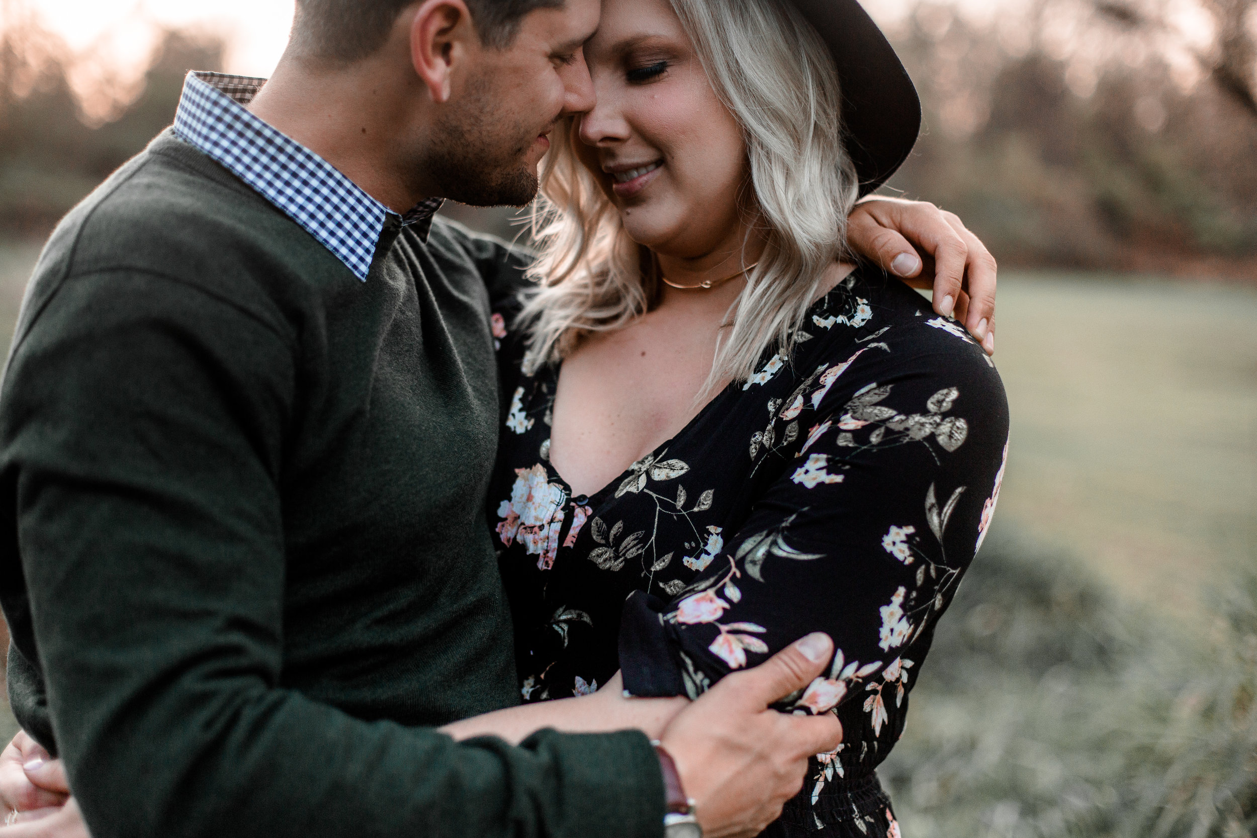 nicole-daacke-photography-carefree-bohemian-lancaster-pa-pennsylvania-engagement-photos-engagement-session-golden-sunset-adventure-session-in-lancaster-pa-lancaster-pa-outdoor-wedding-photographer-39.jpg
