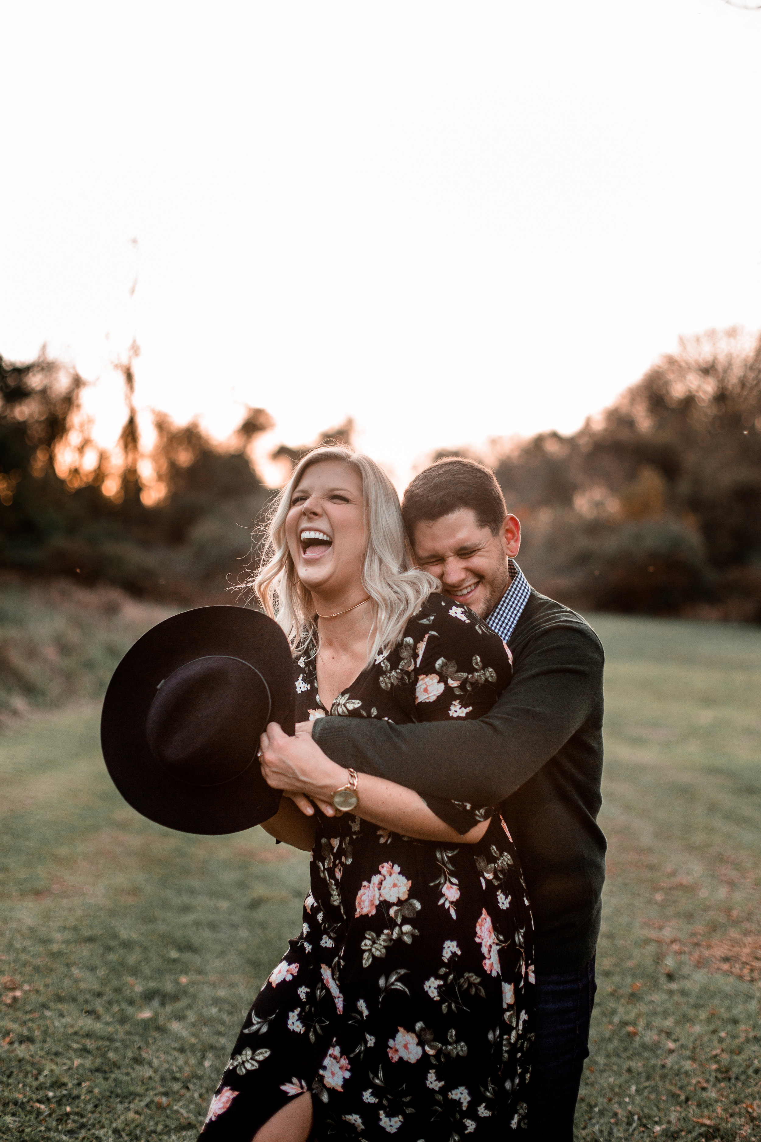 nicole-daacke-photography-carefree-bohemian-lancaster-pa-pennsylvania-engagement-photos-engagement-session-golden-sunset-adventure-session-in-lancaster-pa-lancaster-pa-outdoor-wedding-photographer-43.jpg