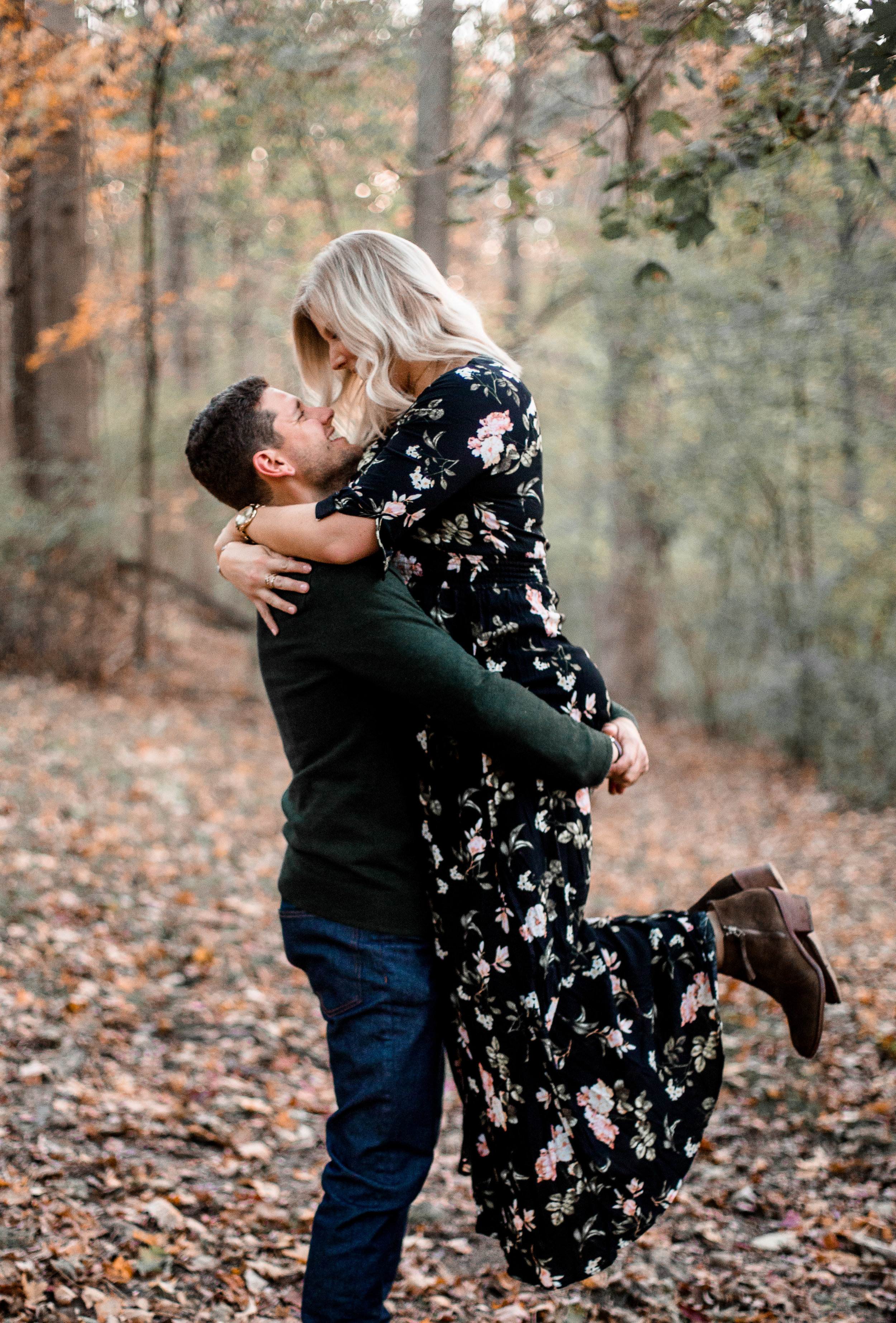 nicole-daacke-photography-carefree-bohemian-lancaster-pa-pennsylvania-engagement-photos-engagement-session-golden-sunset-adventure-session-in-lancaster-pa-lancaster-pa-outdoor-wedding-photographer-48.jpg