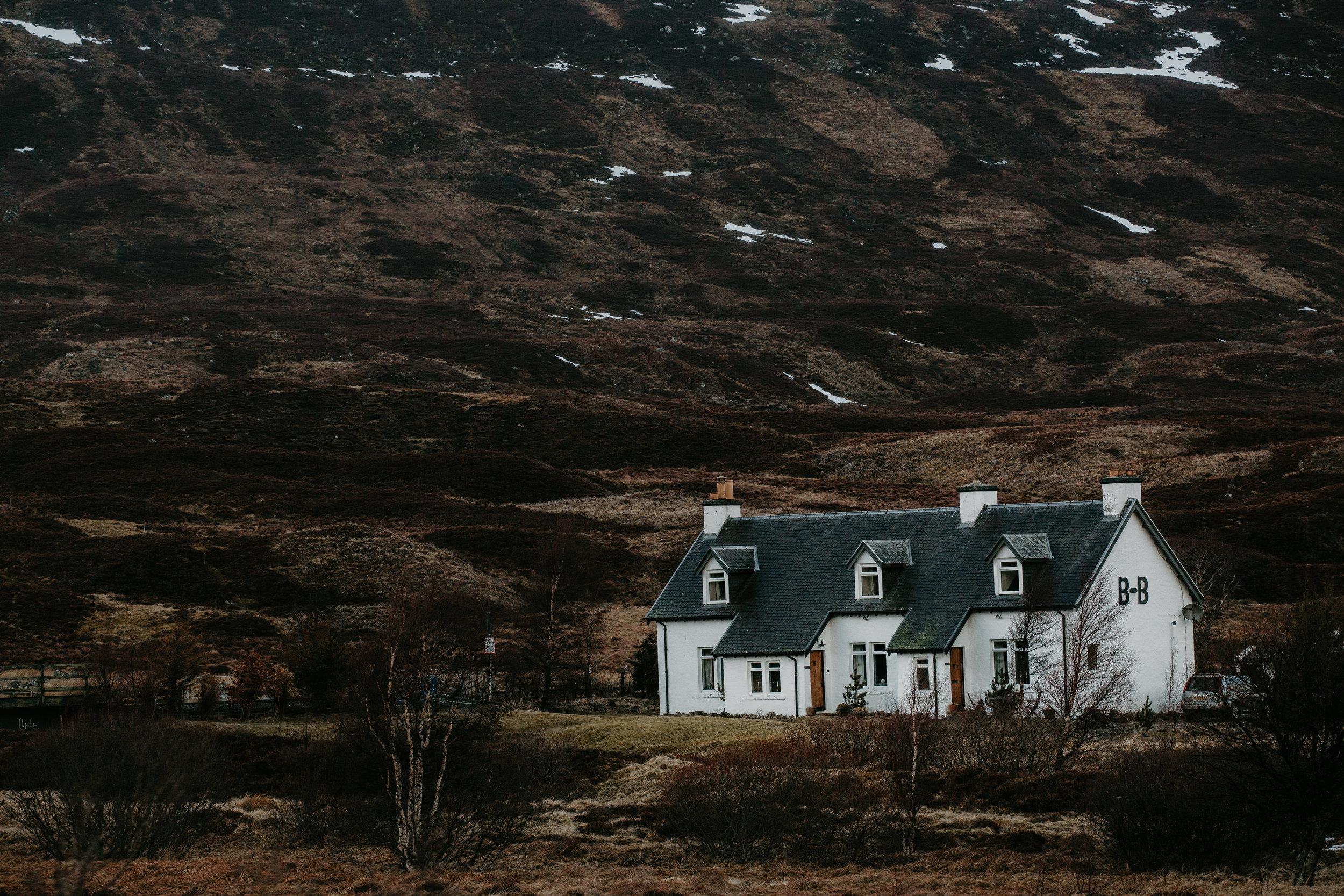 nicole-daacke-photography-scottish-highlands-elopement-wedding-photographer-isle-of-skye-elopement-photography-scotland-landscape-photography-culloden-inverness-stirling-destination-wedding-united-kindgom-wedding-photographer-10.jpg