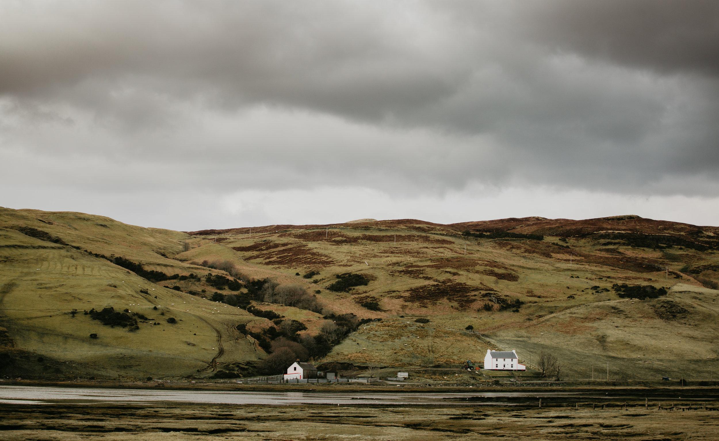 nicole-daacke-photography-scottish-highlands-elopement-wedding-photographer-isle-of-skye-elopement-photography-scotland-landscape-photography-culloden-inverness-stirling-destination-wedding-united-kindgom-wedding-photographer-35.jpg