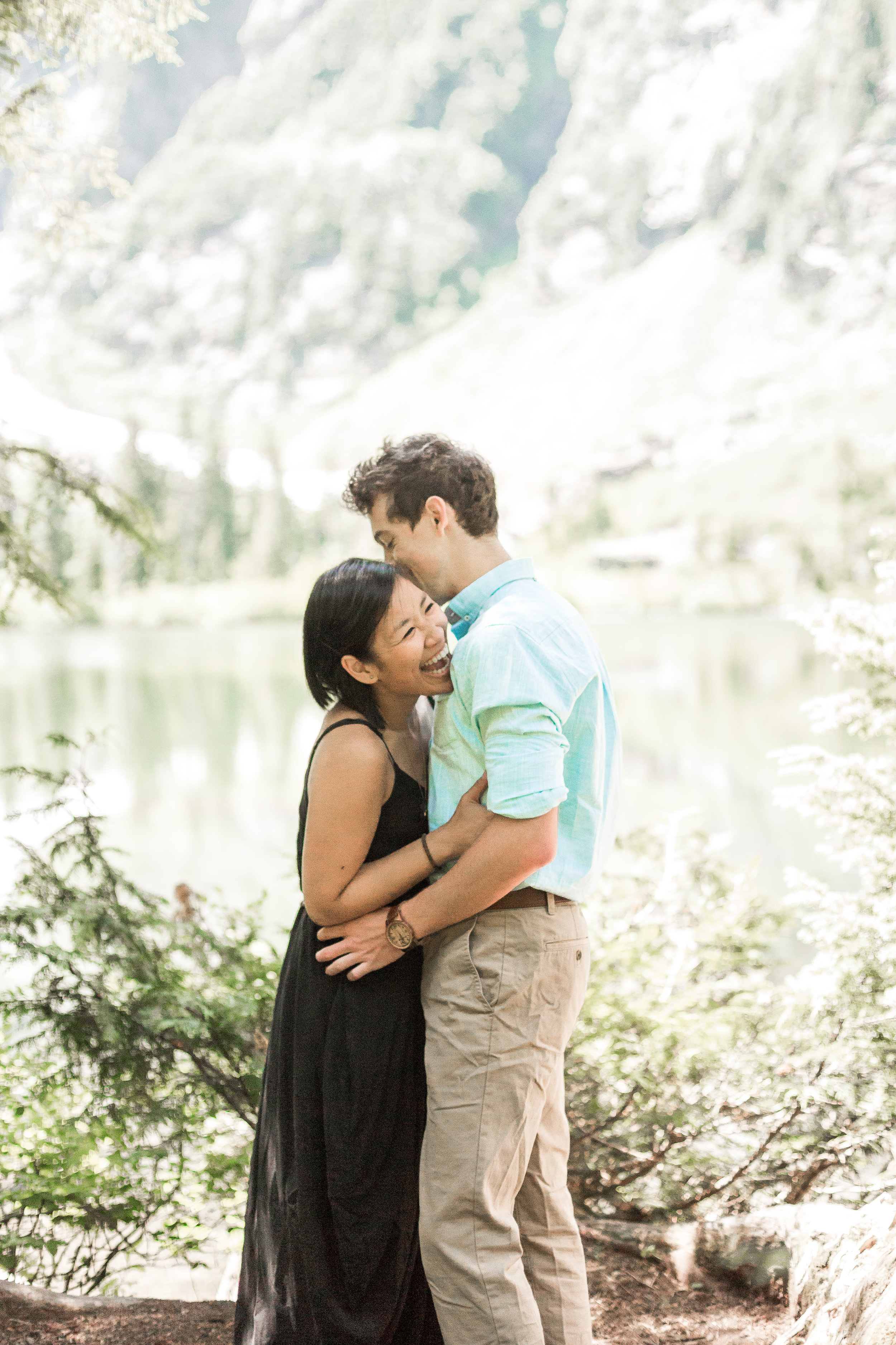 nicole-daacke-photography-hiking-engagement-session-in-snoqualmie-pass-washington-wedding-photographer-seattle-elopement-photography-adventurous-hiking-photos-heather-lake-washington-trails-1.jpg