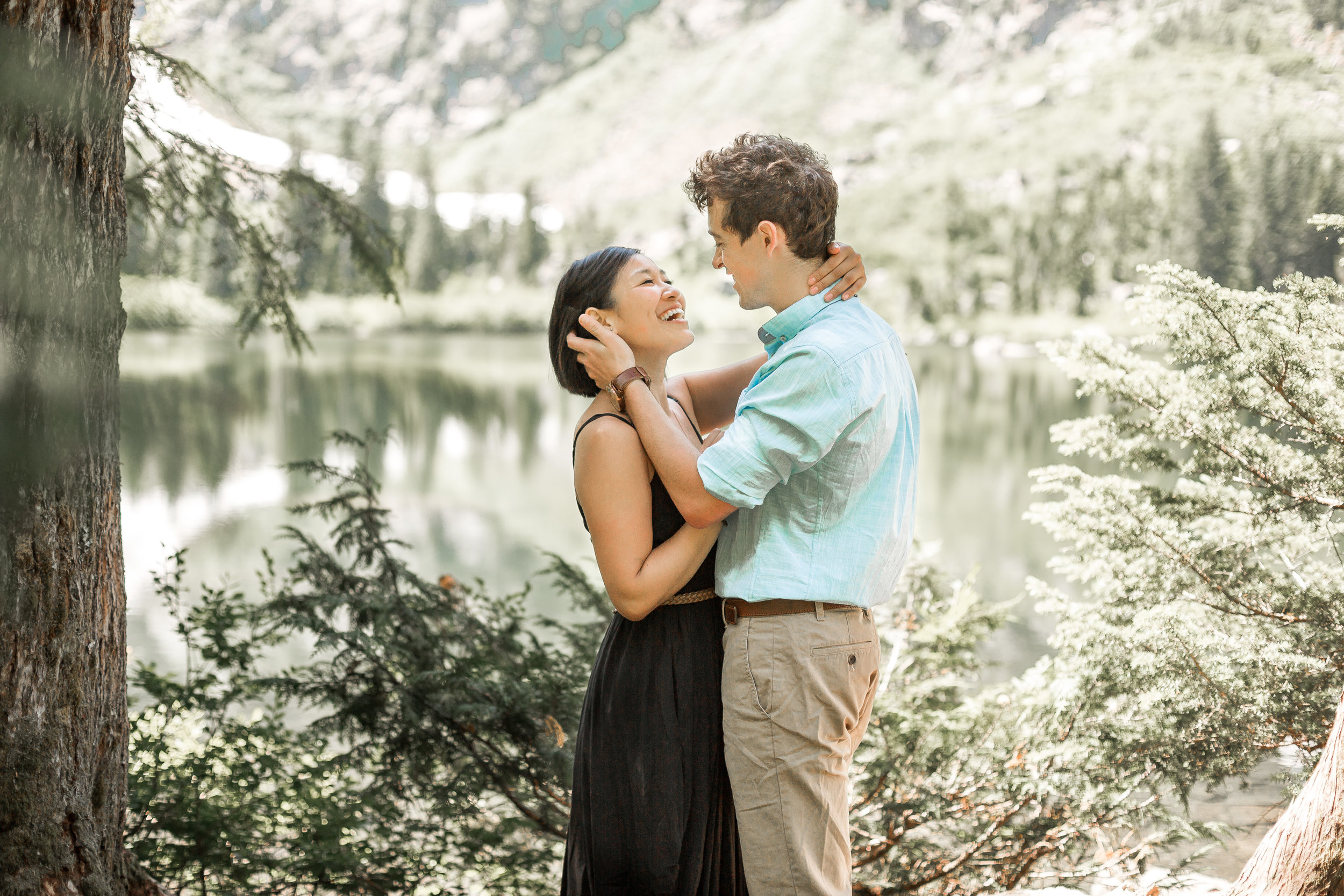 nicole-daacke-photography-hiking-engagement-session-in-snoqualmie-pass-washington-wedding-photographer-seattle-elopement-photography-adventurous-hiking-photos-heather-lake-washington-trails-6.jpg