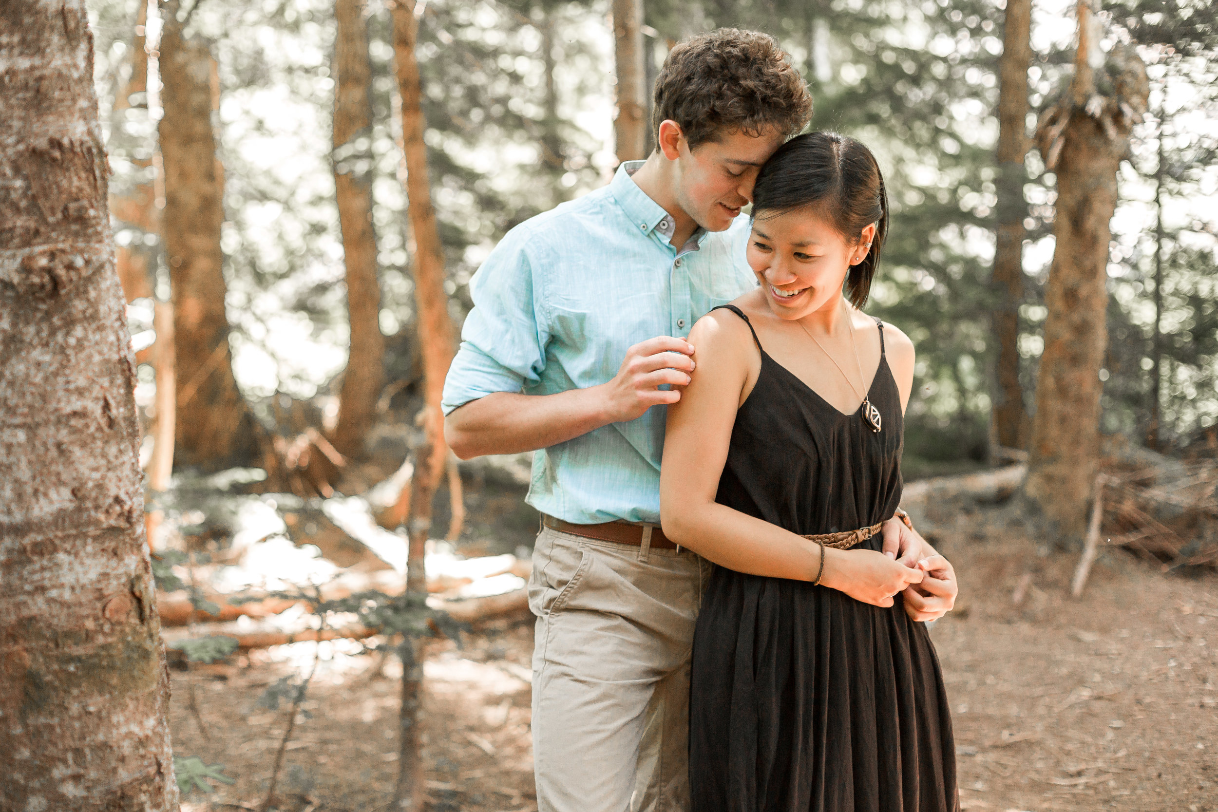 nicole-daacke-photography-hiking-engagement-session-in-snoqualmie-pass-washington-wedding-photographer-seattle-elopement-photography-adventurous-hiking-photos-heather-lake-washington-trails-10.jpg