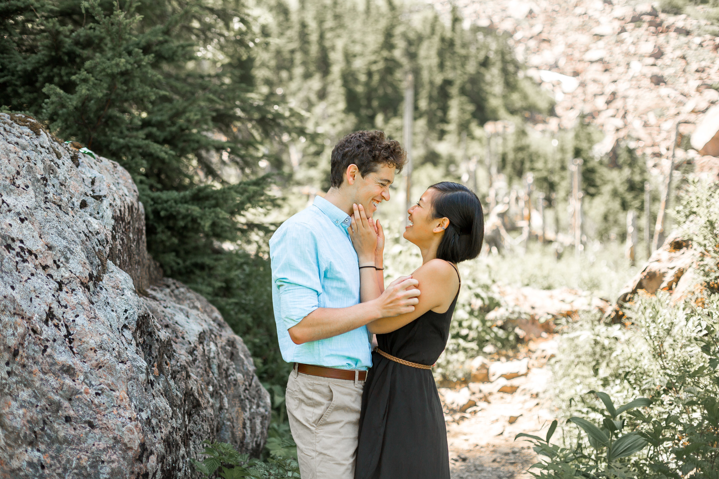 nicole-daacke-photography-hiking-engagement-session-in-snoqualmie-pass-washington-wedding-photographer-seattle-elopement-photography-adventurous-hiking-photos-heather-lake-washington-trails-13.jpg