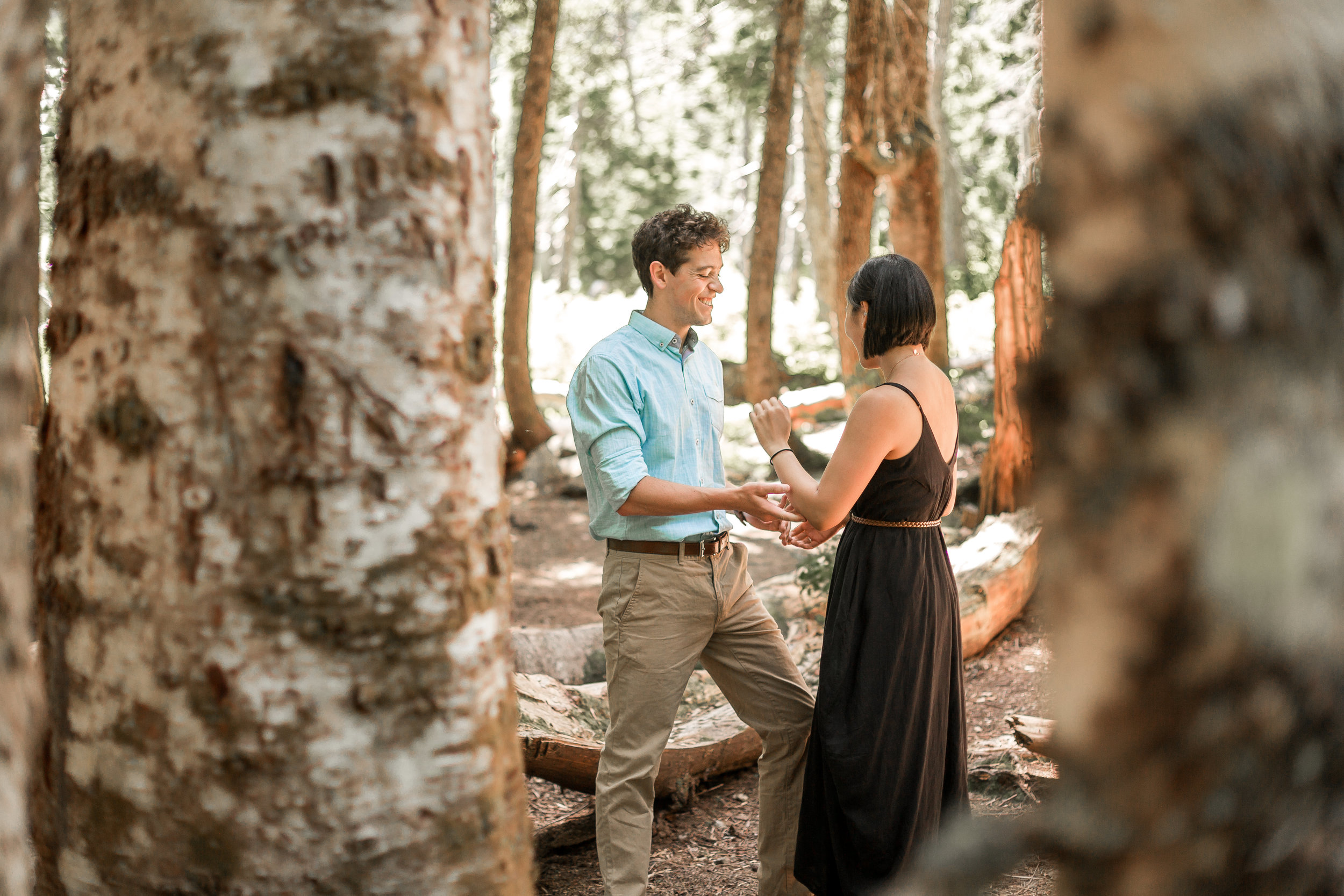 nicole-daacke-photography-hiking-engagement-session-in-snoqualmie-pass-washington-wedding-photographer-seattle-elopement-photography-adventurous-hiking-photos-heather-lake-washington-trails-18.jpg