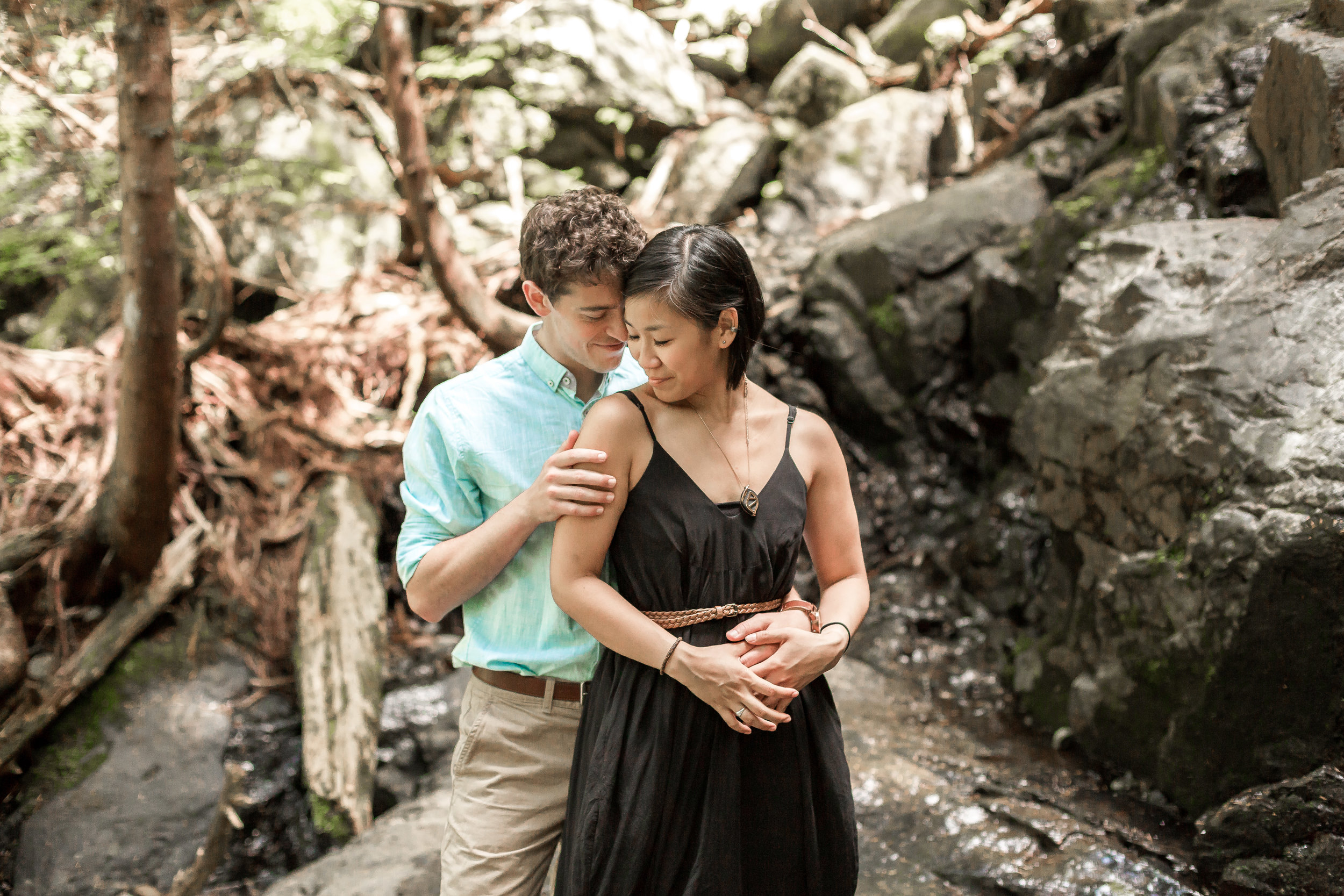 nicole-daacke-photography-hiking-engagement-session-in-snoqualmie-pass-washington-wedding-photographer-seattle-elopement-photography-adventurous-hiking-photos-heather-lake-washington-trails-29.jpg