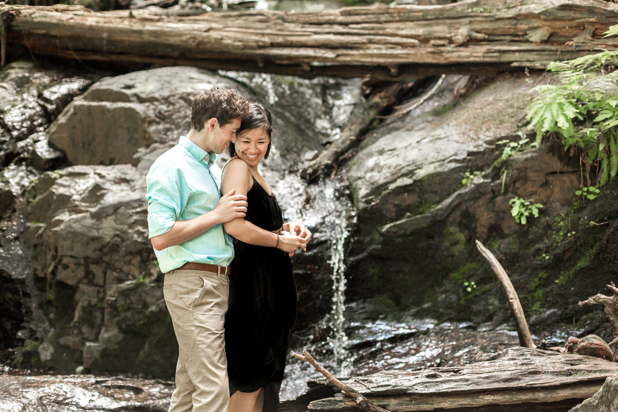 nicole-daacke-photography-hiking-engagement-session-in-snoqualmie-pass-washington-wedding-photographer-seattle-elopement-photography-adventurous-hiking-photos-heather-lake-washington-trails-31.jpg