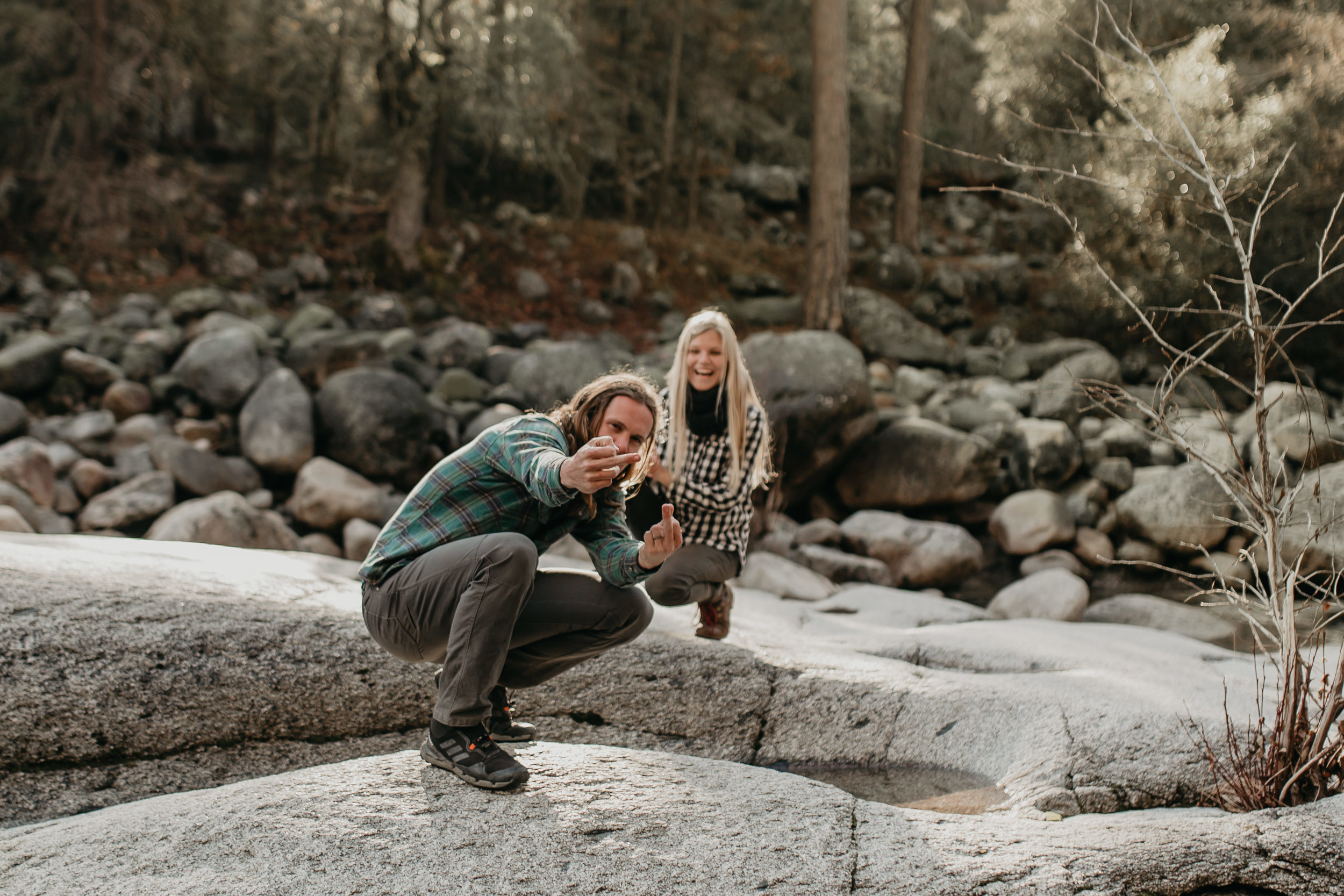 nicole-daacke-photography-yosemite-riverside-adventurous-engagement-photos-in-yosemite-national-park-elopement-photographer-weddings-travel-destination-wedding-eloping-elope-pine-forest-22.jpg
