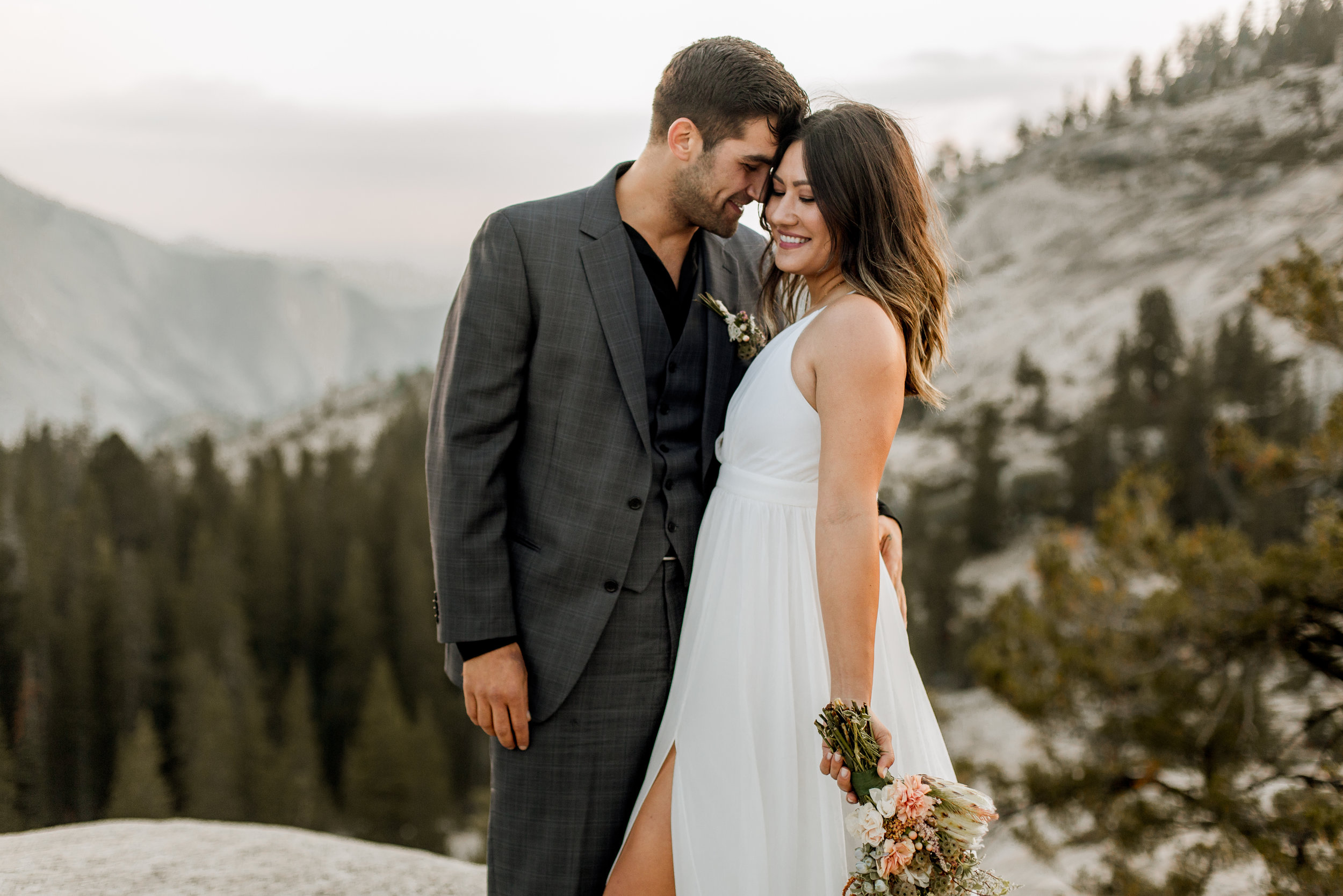 nicole-daacke-photography-yosemite-national-park-fall-elopement-adventurous-free-spirit-boho-bohemian-elopement-olmsted-point-yosemite-california-elope-adventure-elopement-photographer-30.jpg