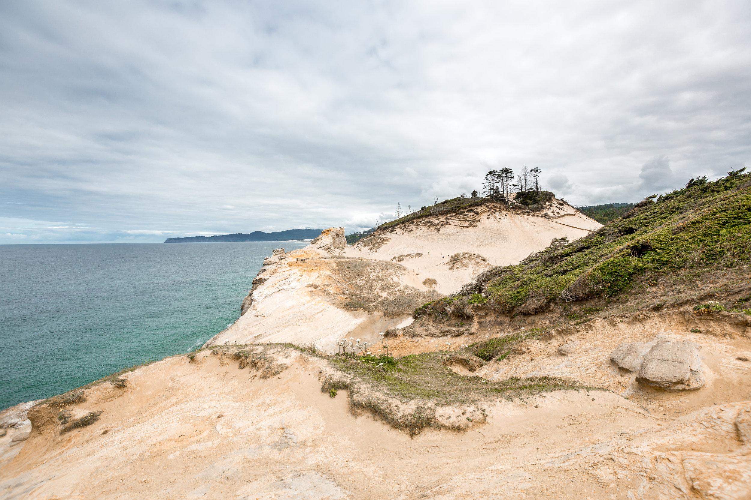 nicole-daacke-photography-oregon-coast-landscapes-elopement-photographer-wedding-photography-adventure-lifestyle-roadtrip-along-oregon-coast-cape-kiwanda-oceanside-beach-cannon-beach-oregon-pnw-3.jpg