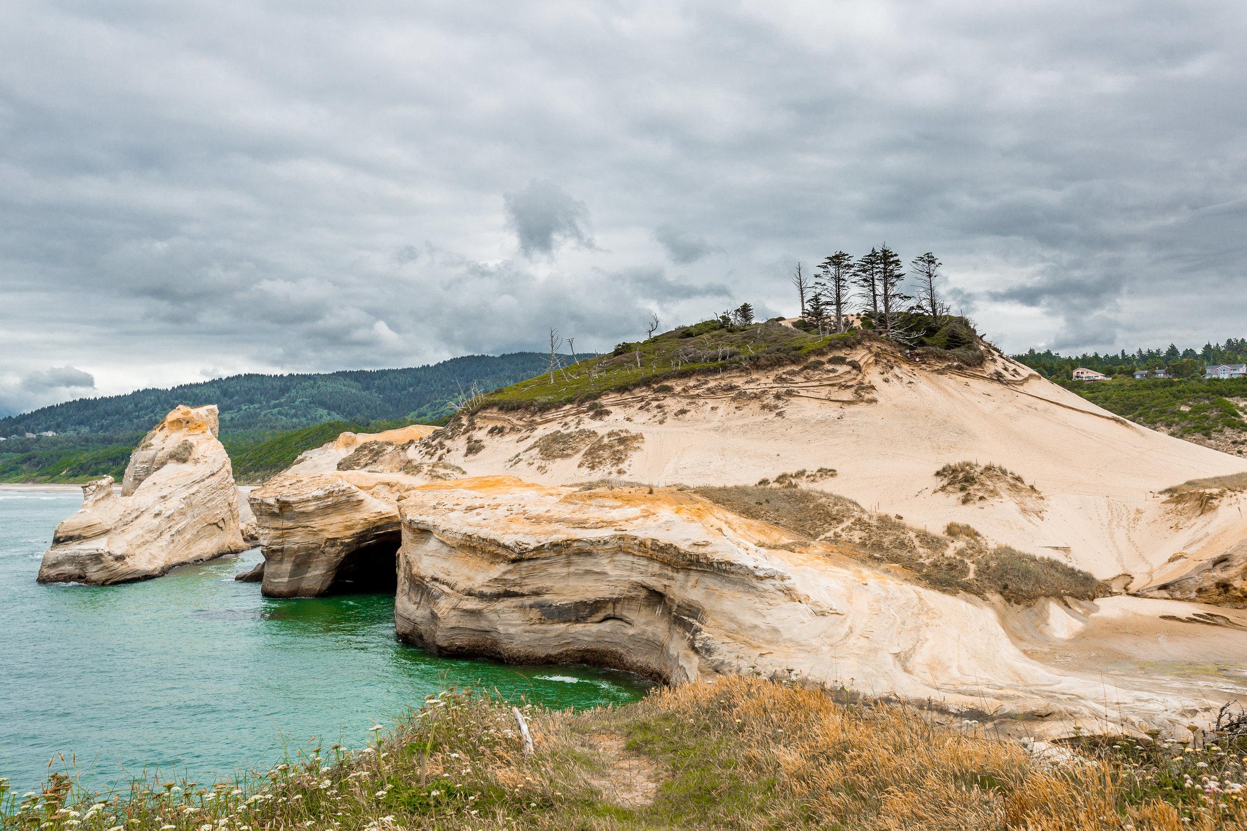 nicole-daacke-photography-oregon-coast-landscapes-elopement-photographer-wedding-photography-adventure-lifestyle-roadtrip-along-oregon-coast-cape-kiwanda-oceanside-beach-cannon-beach-oregon-pnw-6.jpg