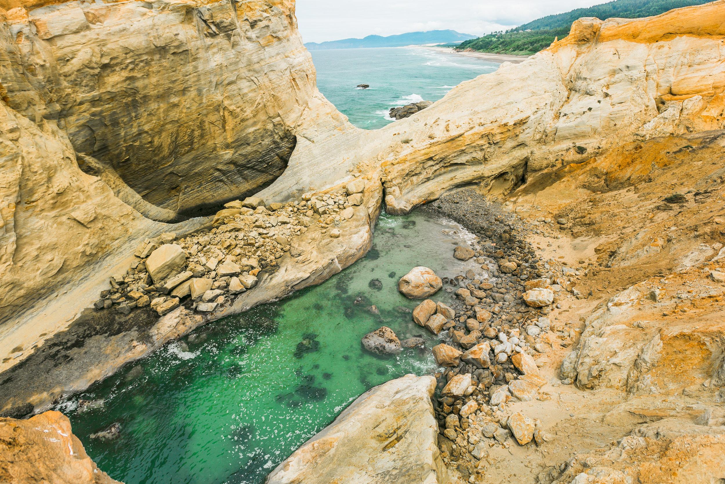 nicole-daacke-photography-oregon-coast-landscapes-elopement-photographer-wedding-photography-adventure-lifestyle-roadtrip-along-oregon-coast-cape-kiwanda-oceanside-beach-cannon-beach-oregon-pnw-10.jpg