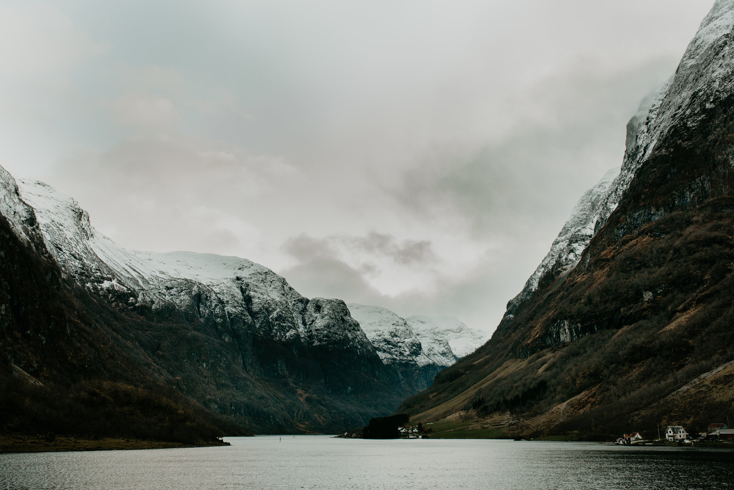 nicole-daacke-photography-norway-bergen-norway-in-a-nutshell-landscapes-elopement-photographer-photography-fall-october-norwegian-air-explore-adventure-9.jpg