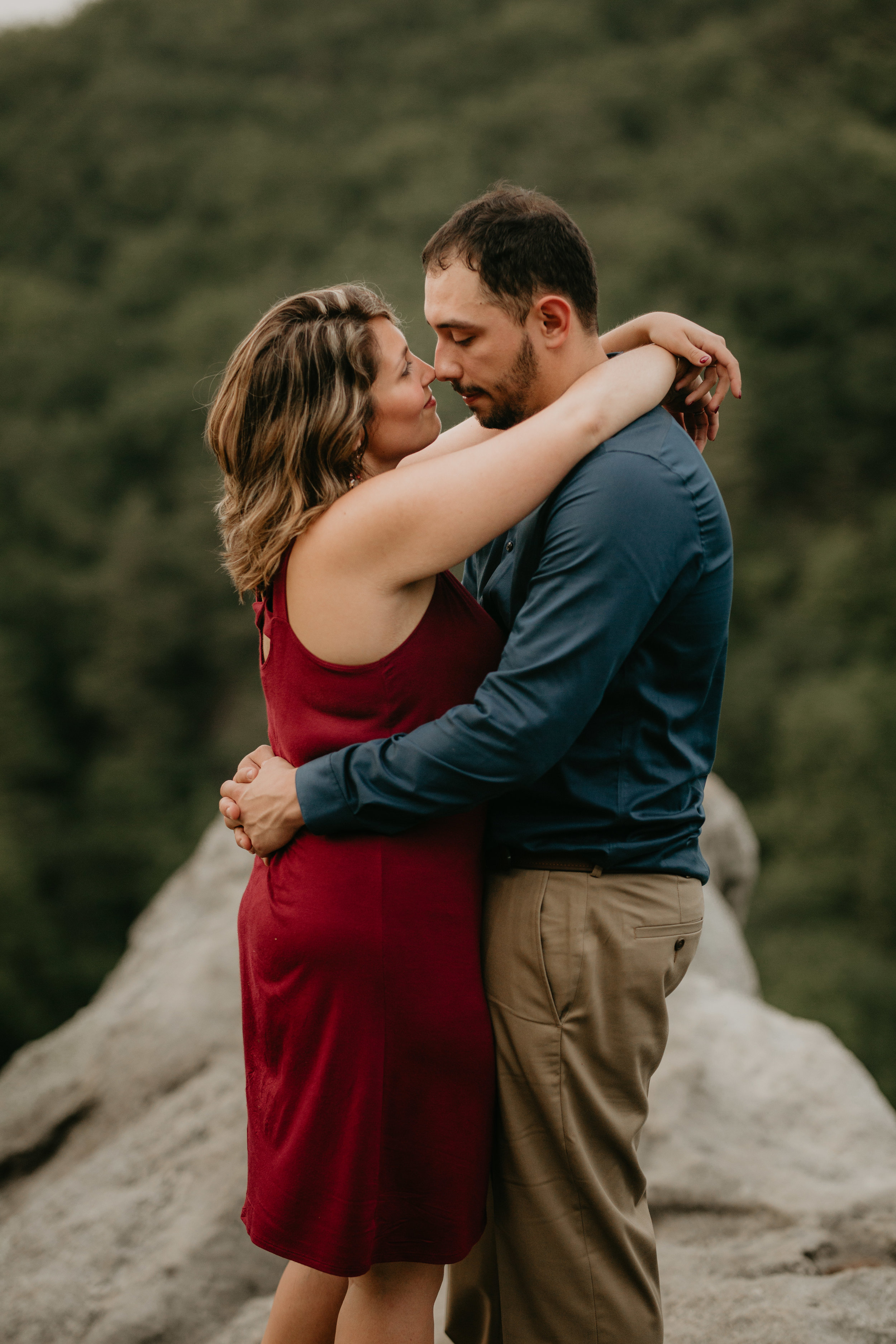 Nicole-Daacke-Photography-rock-state-park-overlook-king-queen-seat-maryland-hiking-adventure-engagement-session-photos-portraits-summer-bel-air-dog-engagement-session-29.jpg