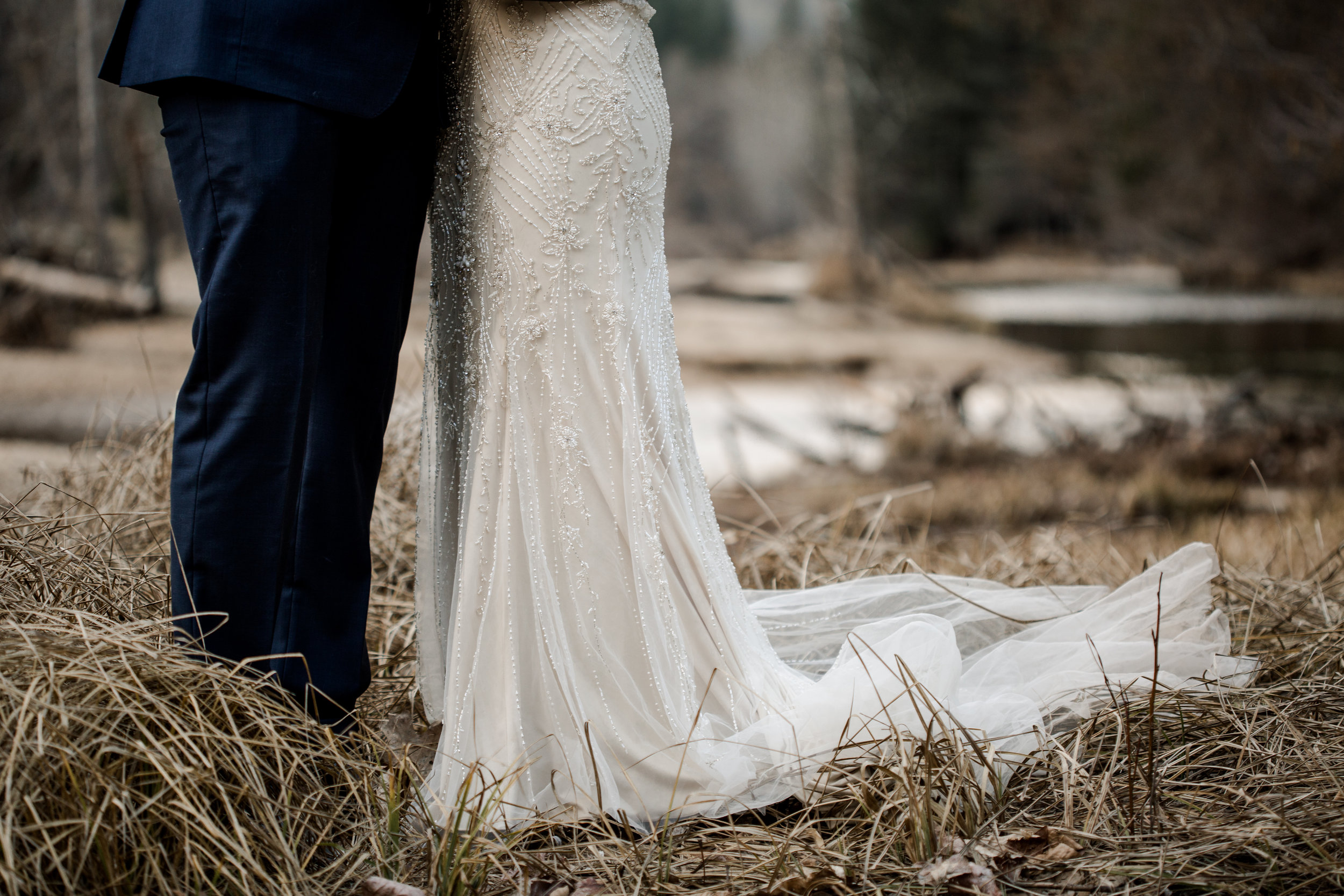 nicole-daacke-photography-yousemite-national-park-elopement-photographer-winter-cloud-moody-elope-inspiration-yosemite-valley-tunnel-view-winter-cloud-fog-weather-wedding-photos-50.jpg