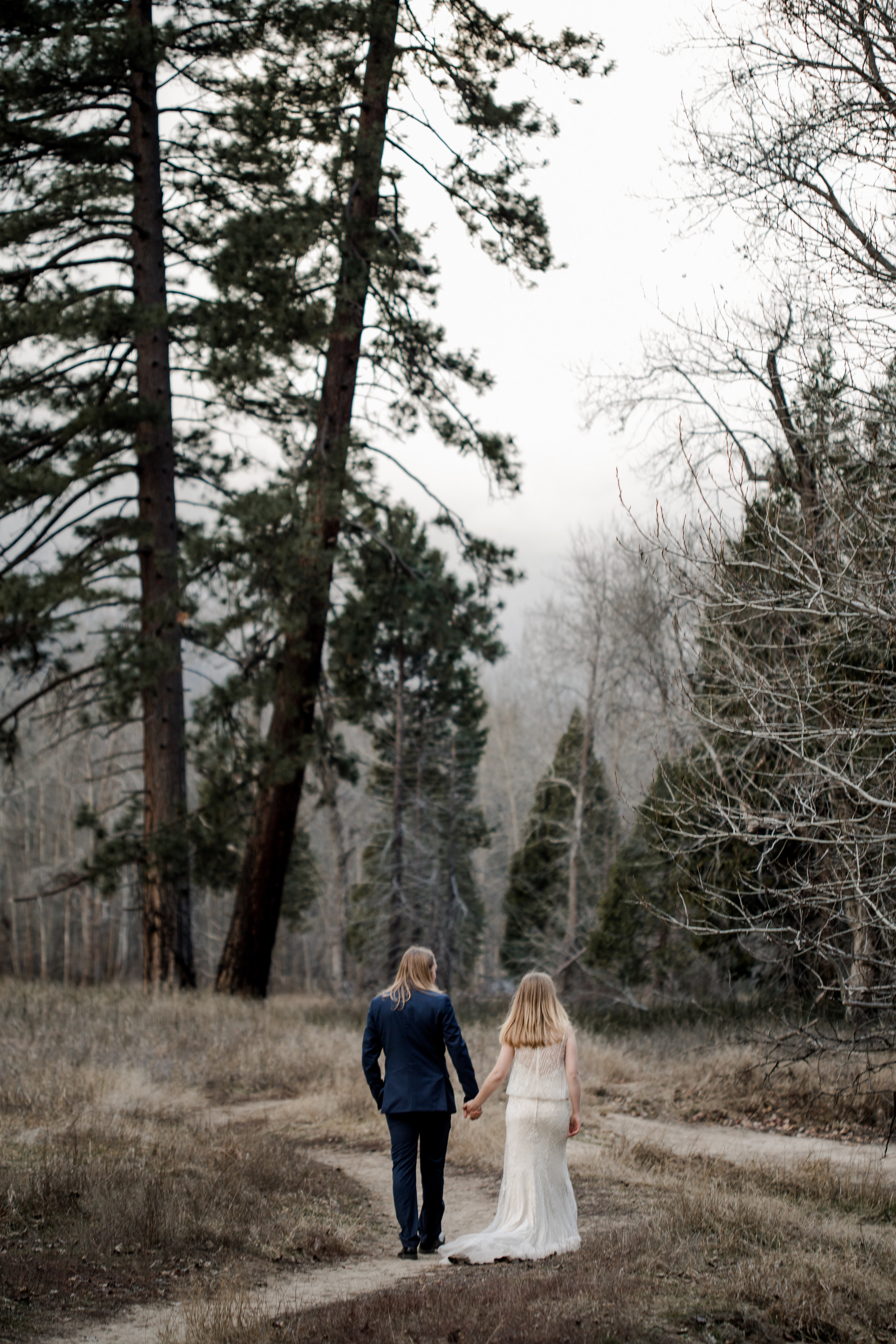 nicole-daacke-photography-yousemite-national-park-elopement-photographer-winter-cloud-moody-elope-inspiration-yosemite-valley-tunnel-view-winter-cloud-fog-weather-wedding-photos-57.jpg