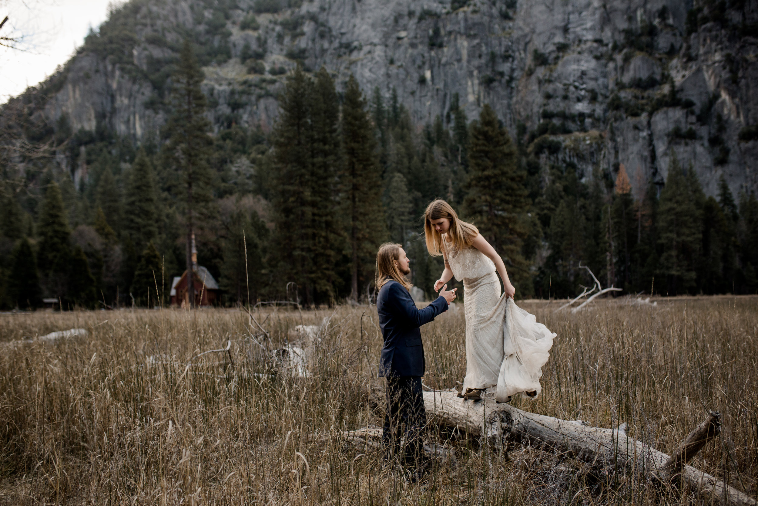 nicole-daacke-photography-yousemite-national-park-elopement-photographer-winter-cloud-moody-elope-inspiration-yosemite-valley-tunnel-view-winter-cloud-fog-weather-wedding-photos-83.jpg