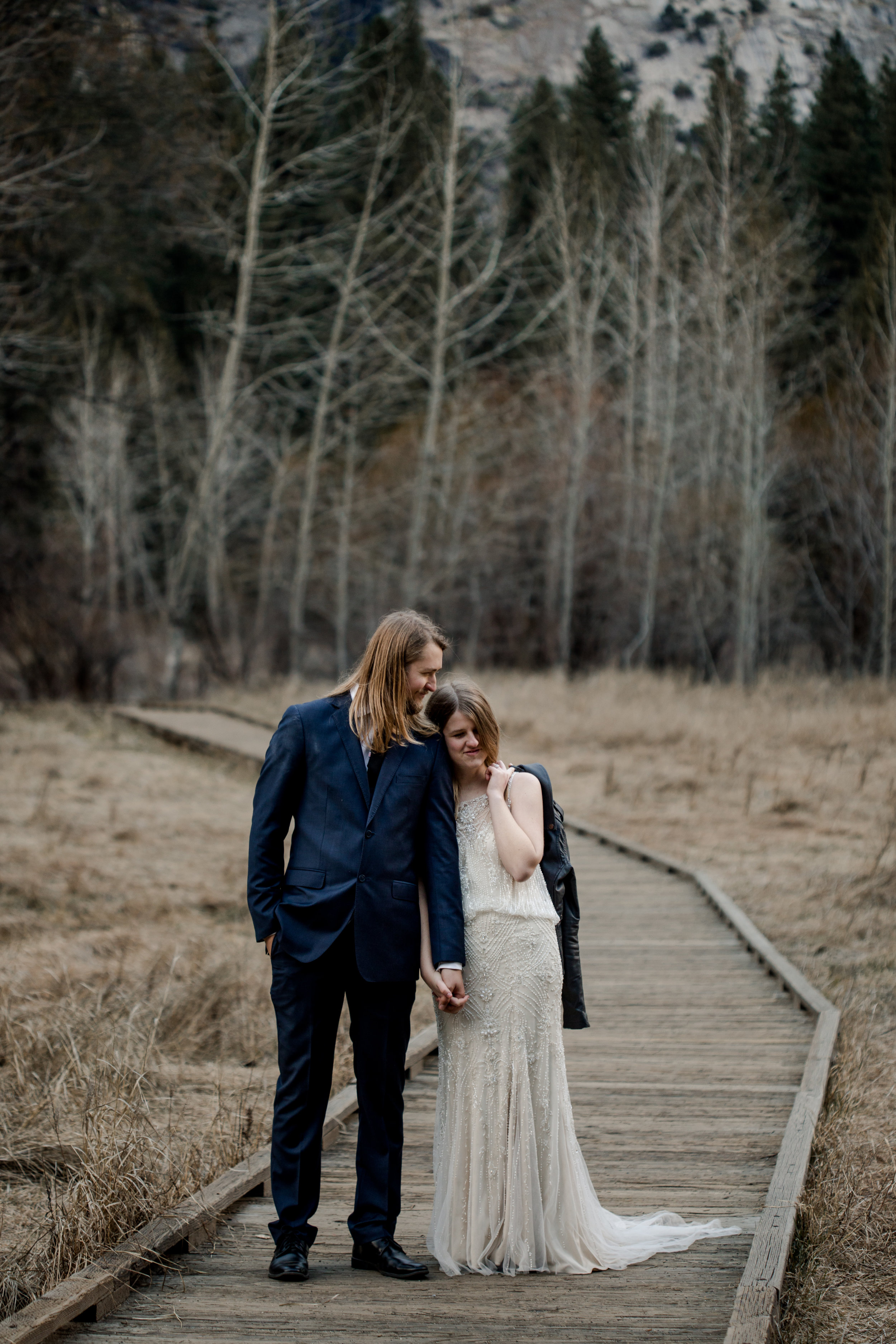nicole-daacke-photography-yousemite-national-park-elopement-photographer-winter-cloud-moody-elope-inspiration-yosemite-valley-tunnel-view-winter-cloud-fog-weather-wedding-photos-95.jpg