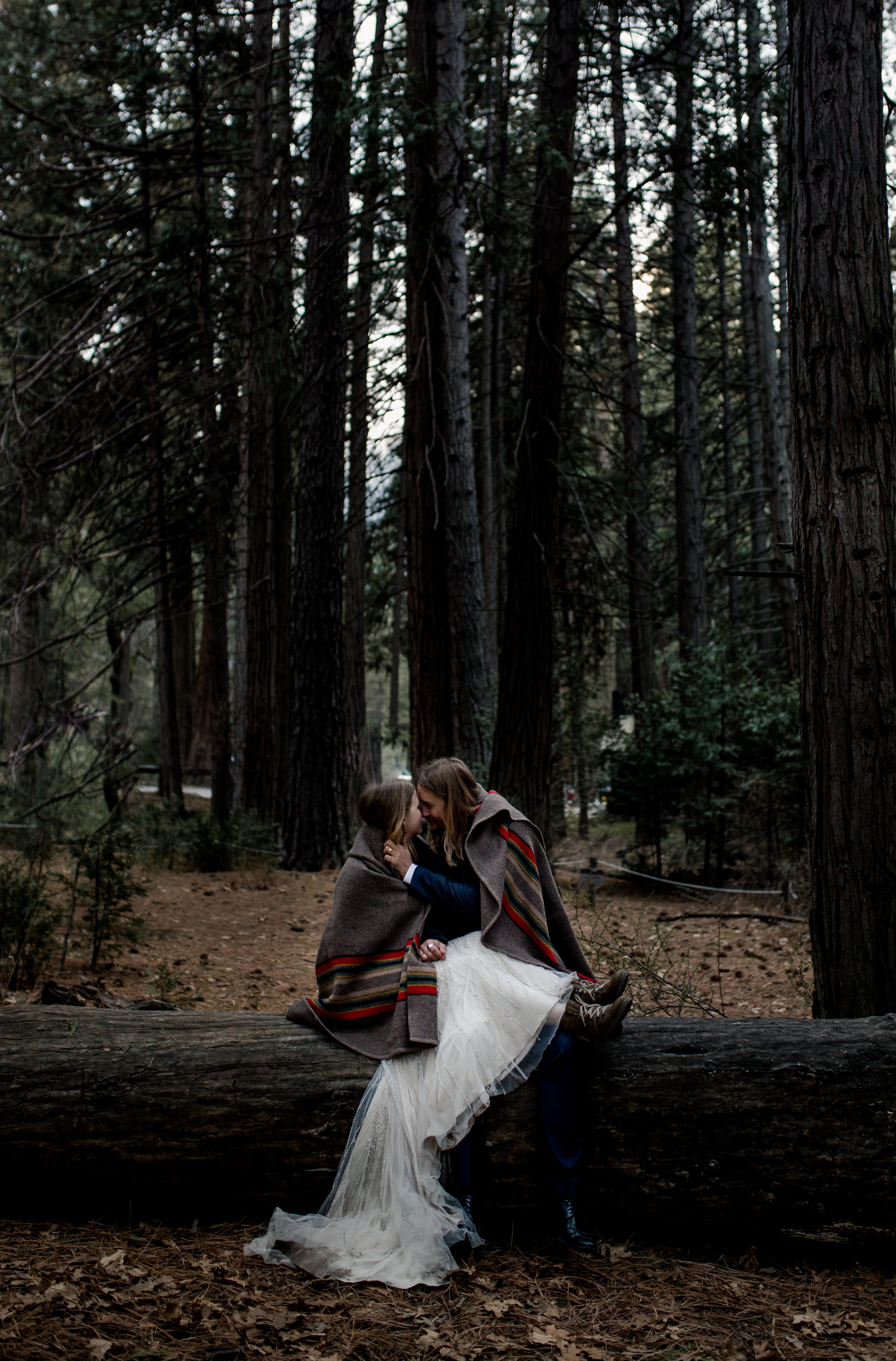 nicole-daacke-photography-yousemite-national-park-elopement-photographer-winter-cloud-moody-elope-inspiration-yosemite-valley-tunnel-view-winter-cloud-fog-weather-wedding-photos-98.jpg