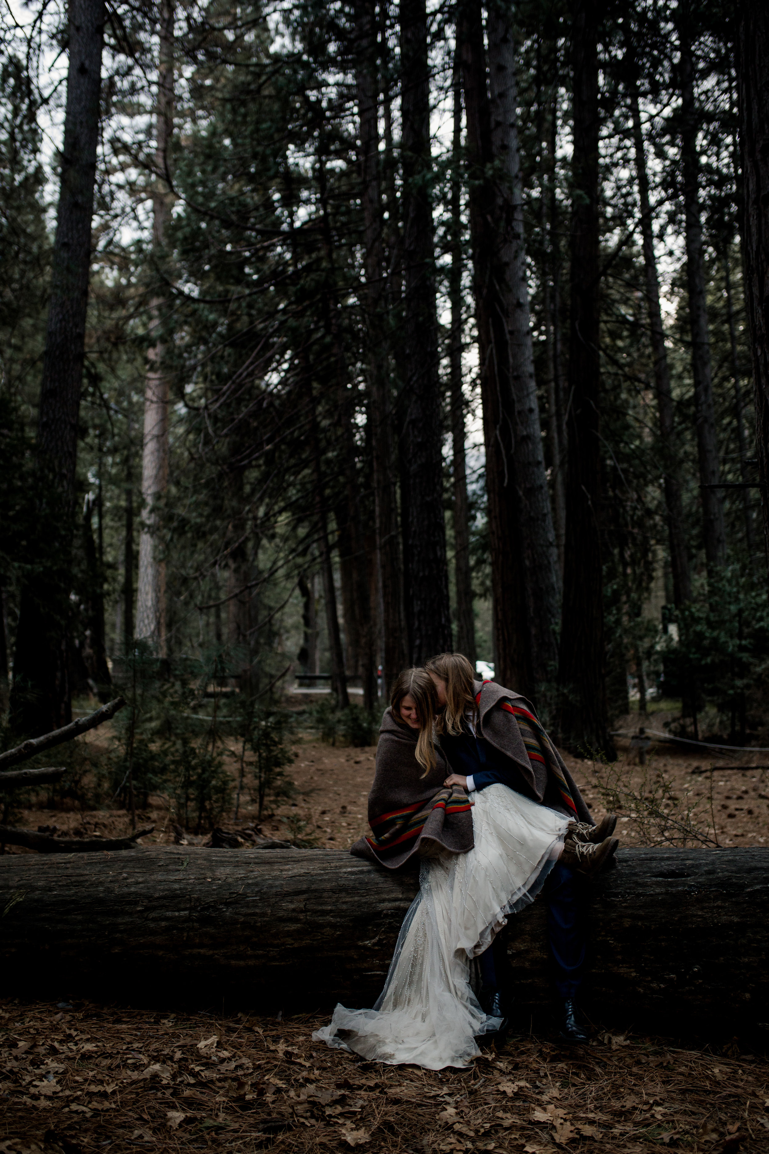nicole-daacke-photography-yousemite-national-park-elopement-photographer-winter-cloud-moody-elope-inspiration-yosemite-valley-tunnel-view-winter-cloud-fog-weather-wedding-photos-100.jpg