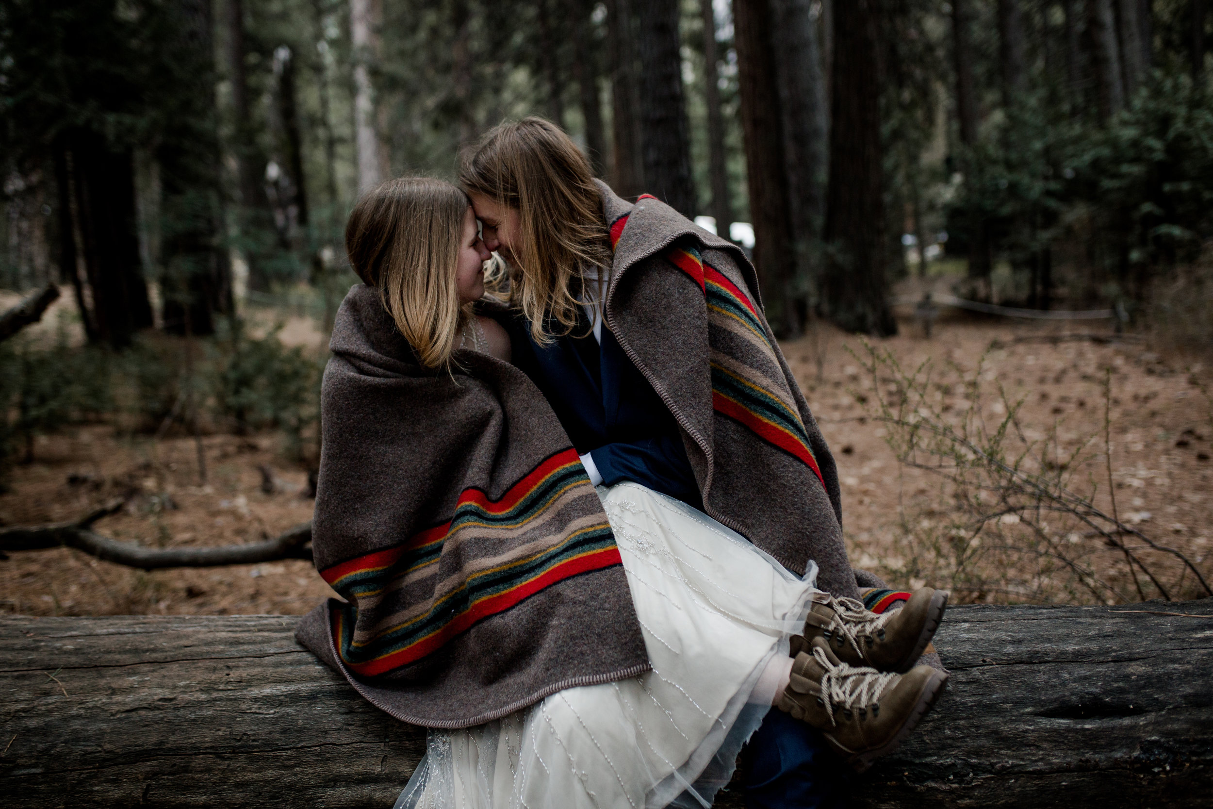 nicole-daacke-photography-yousemite-national-park-elopement-photographer-winter-cloud-moody-elope-inspiration-yosemite-valley-tunnel-view-winter-cloud-fog-weather-wedding-photos-101.jpg