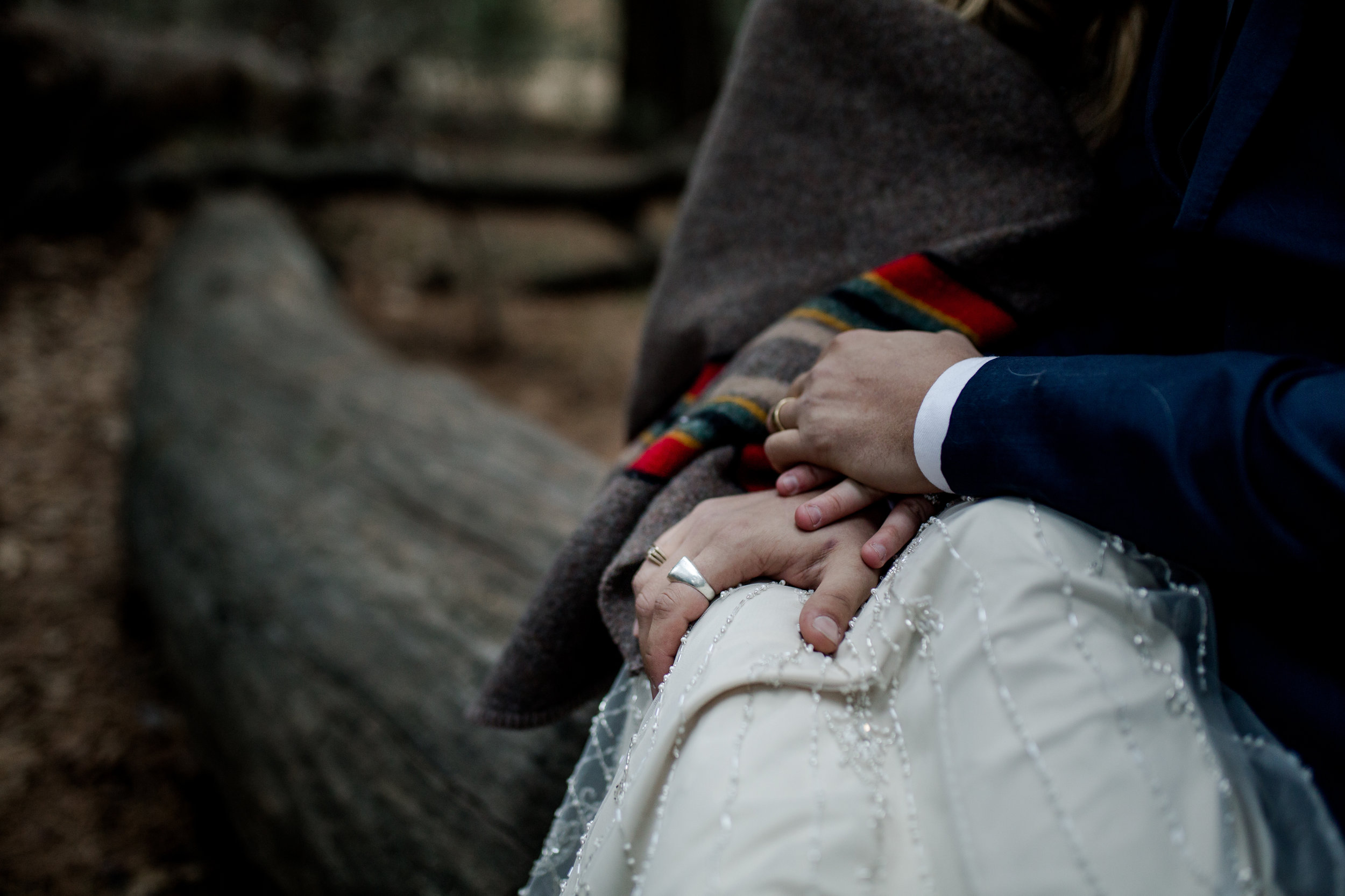 nicole-daacke-photography-yousemite-national-park-elopement-photographer-winter-cloud-moody-elope-inspiration-yosemite-valley-tunnel-view-winter-cloud-fog-weather-wedding-photos-103.jpg
