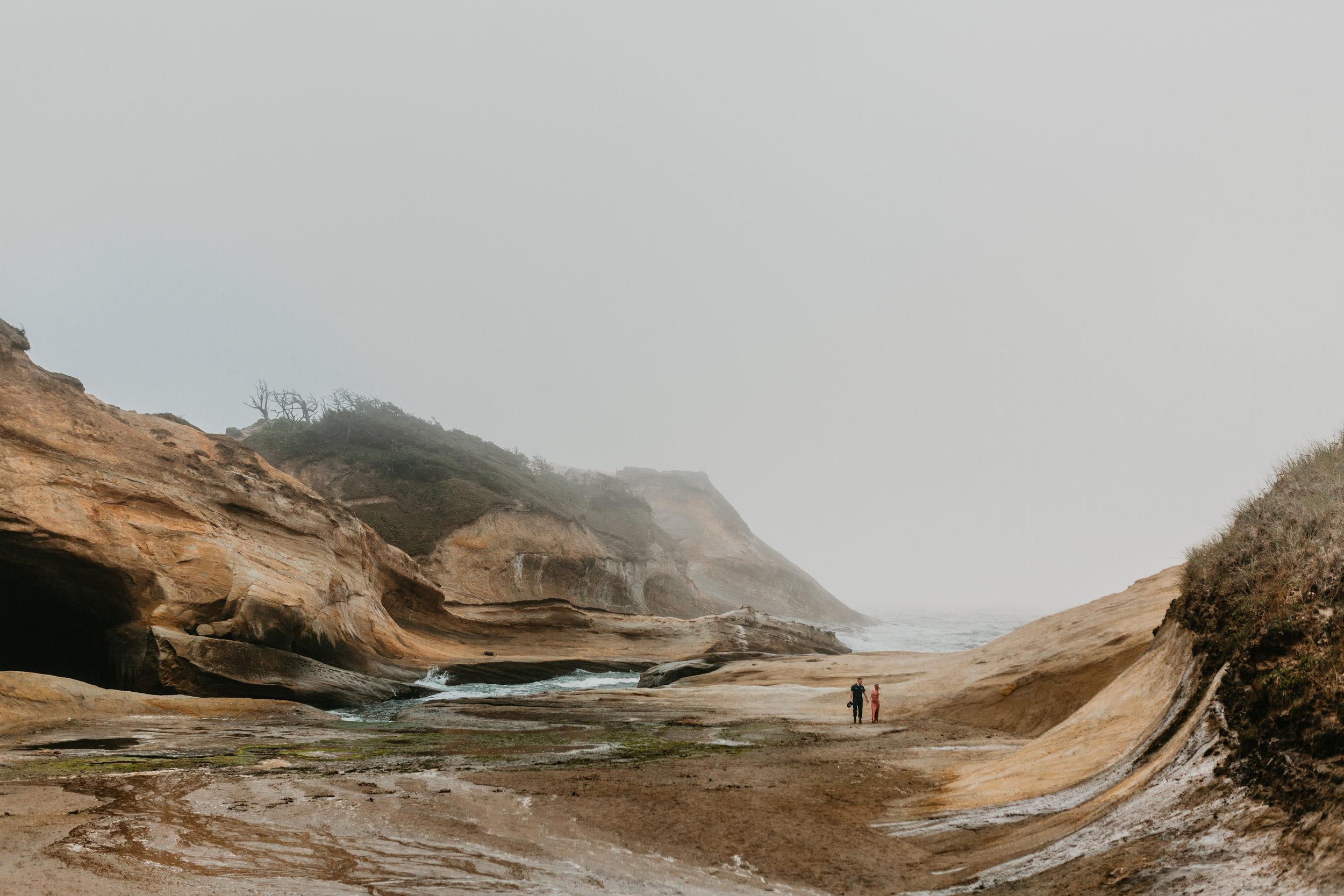 Nicole-daacke-photography-cape-kiwanda-foggy-adventure-session-engagement-session-anniversary-photos-oregon-coast-pacific-city-oregon-elopement-photographer-30.jpg