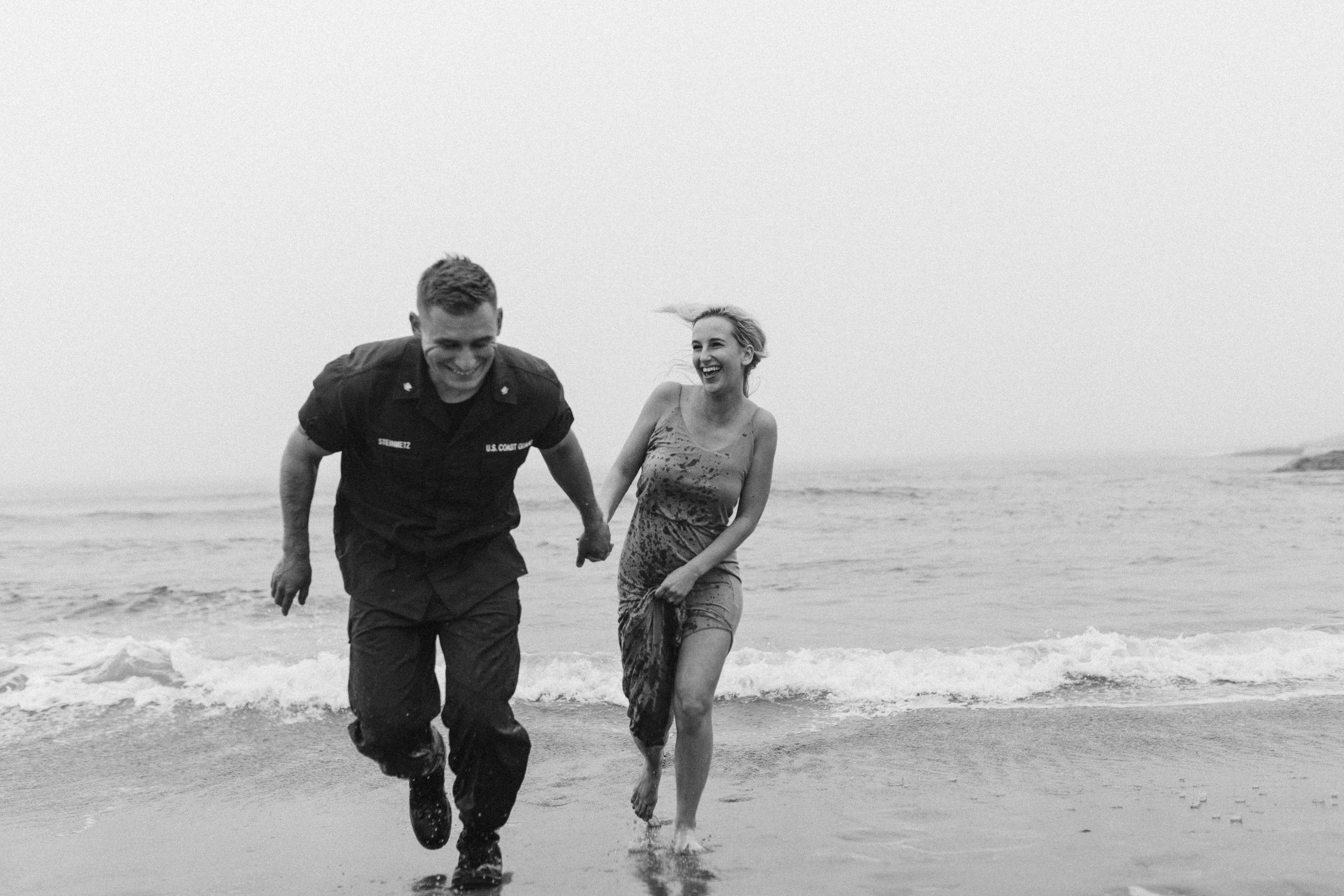 Nicole-daacke-photography-cape-kiwanda-foggy-adventure-session-engagement-session-anniversary-photos-oregon-coast-pacific-city-oregon-elopement-photographer-39.jpg