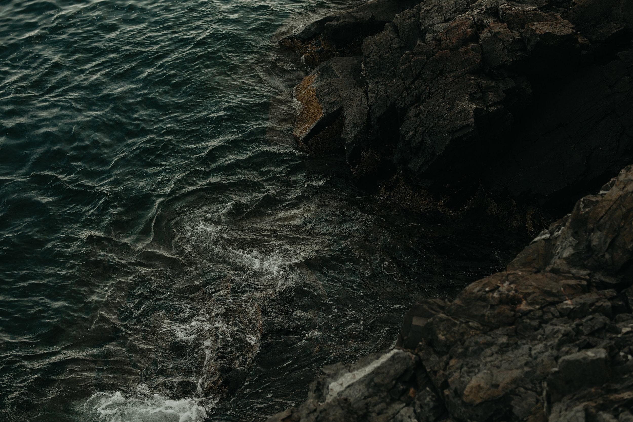 nicole-daacke-photography-Elopement-rocky-shoreline-coast-Acadia-National-Park-elopement-photographer-inspiration-maine-elopement-otter-cliffs-schoonic-head-point-40.jpg