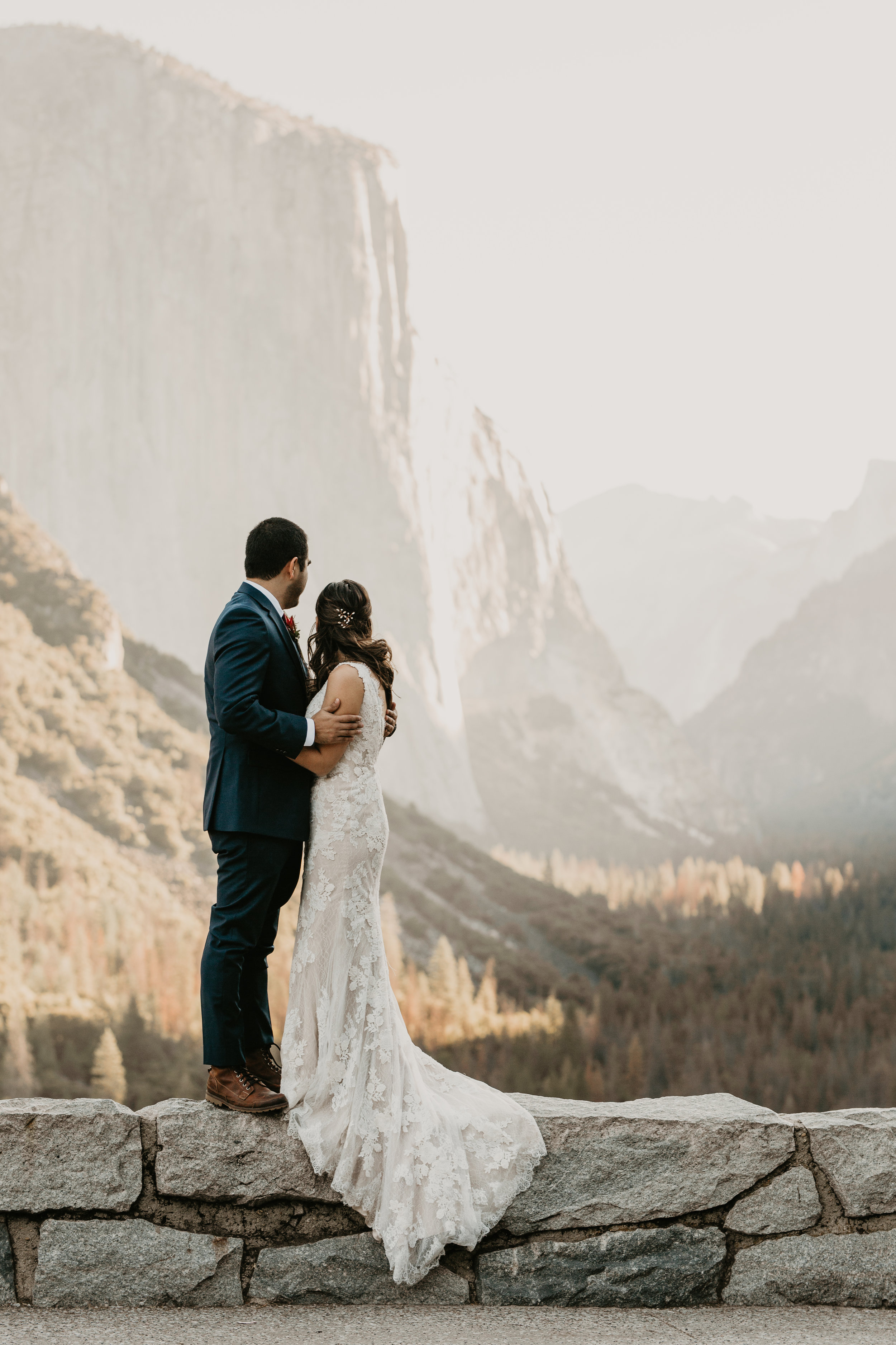 nicole-daacke-photography-intimate-elopement-wedding-yosemite-national-park-california-taft-point-sunset-photos-yosemite-valley-tunnel-view-first-look-sunrise-golden-granite-hiking-adventure-wedding-adventurous-elopement-photographer-6.jpg