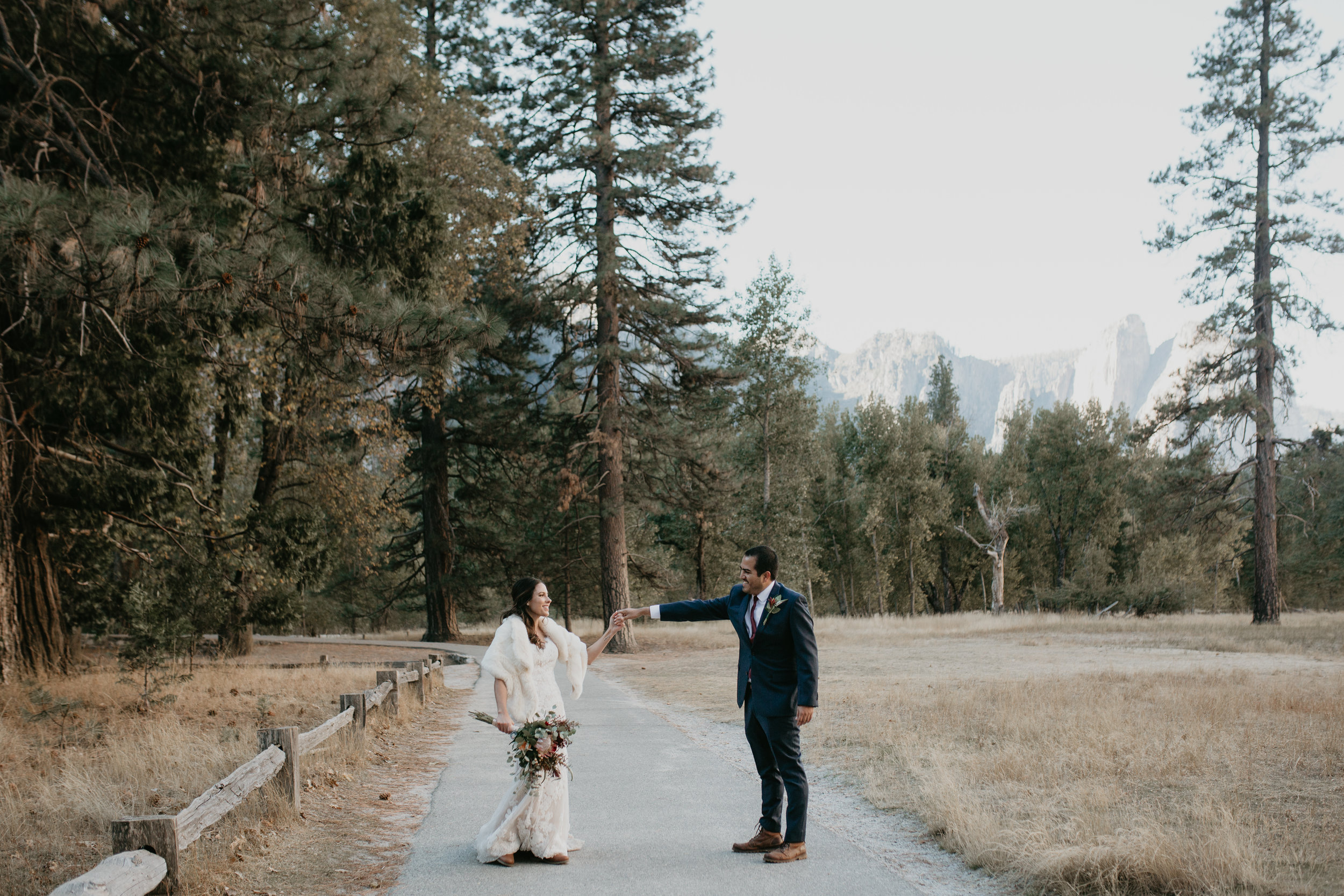 nicole-daacke-photography-intimate-elopement-wedding-yosemite-national-park-california-taft-point-sunset-photos-yosemite-valley-tunnel-view-first-look-sunrise-golden-granite-hiking-adventure-wedding-adventurous-elopement-photographer-28.jpg